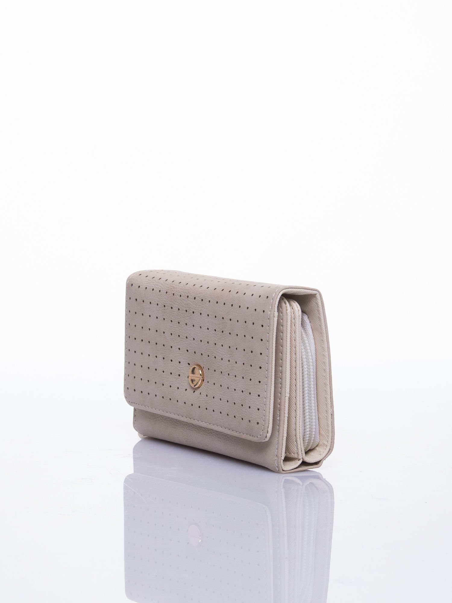Beżowy ażurowany portfel ze złotym zapięciem                                  zdj.                                  2