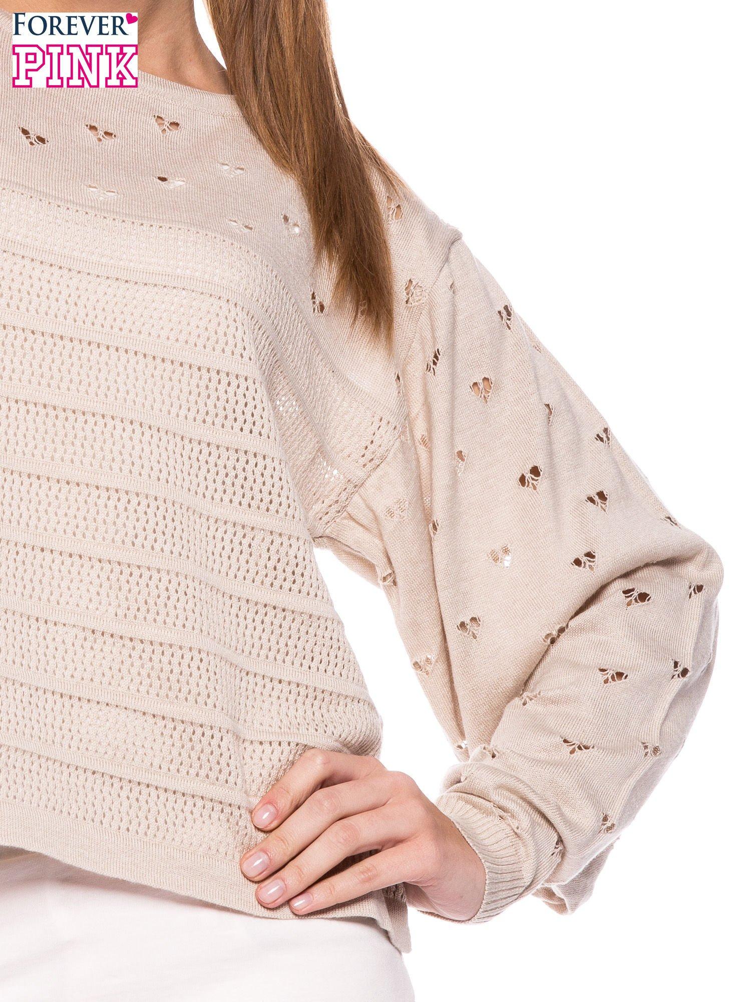 Beżowy ażurowy sweter w serduszka                                  zdj.                                  5