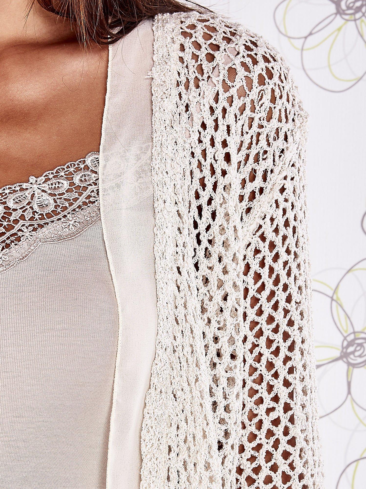 Beżowy ażurowy sweter z tiulowym wykończeniem rękawów                                  zdj.                                  5