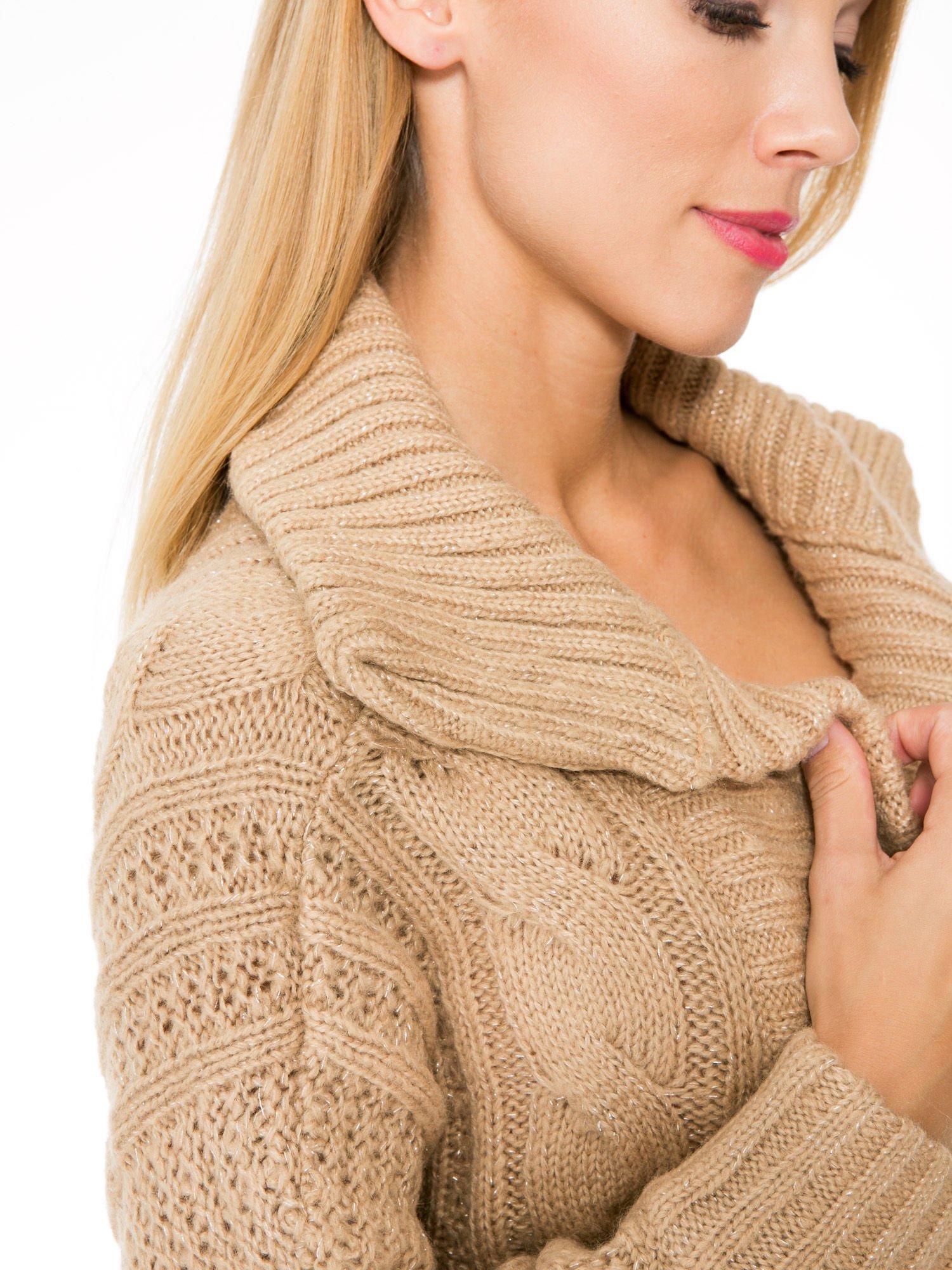 Beżowy dziergany sweter typu kardigan przeplatany błyszczącą nicią                                  zdj.                                  6