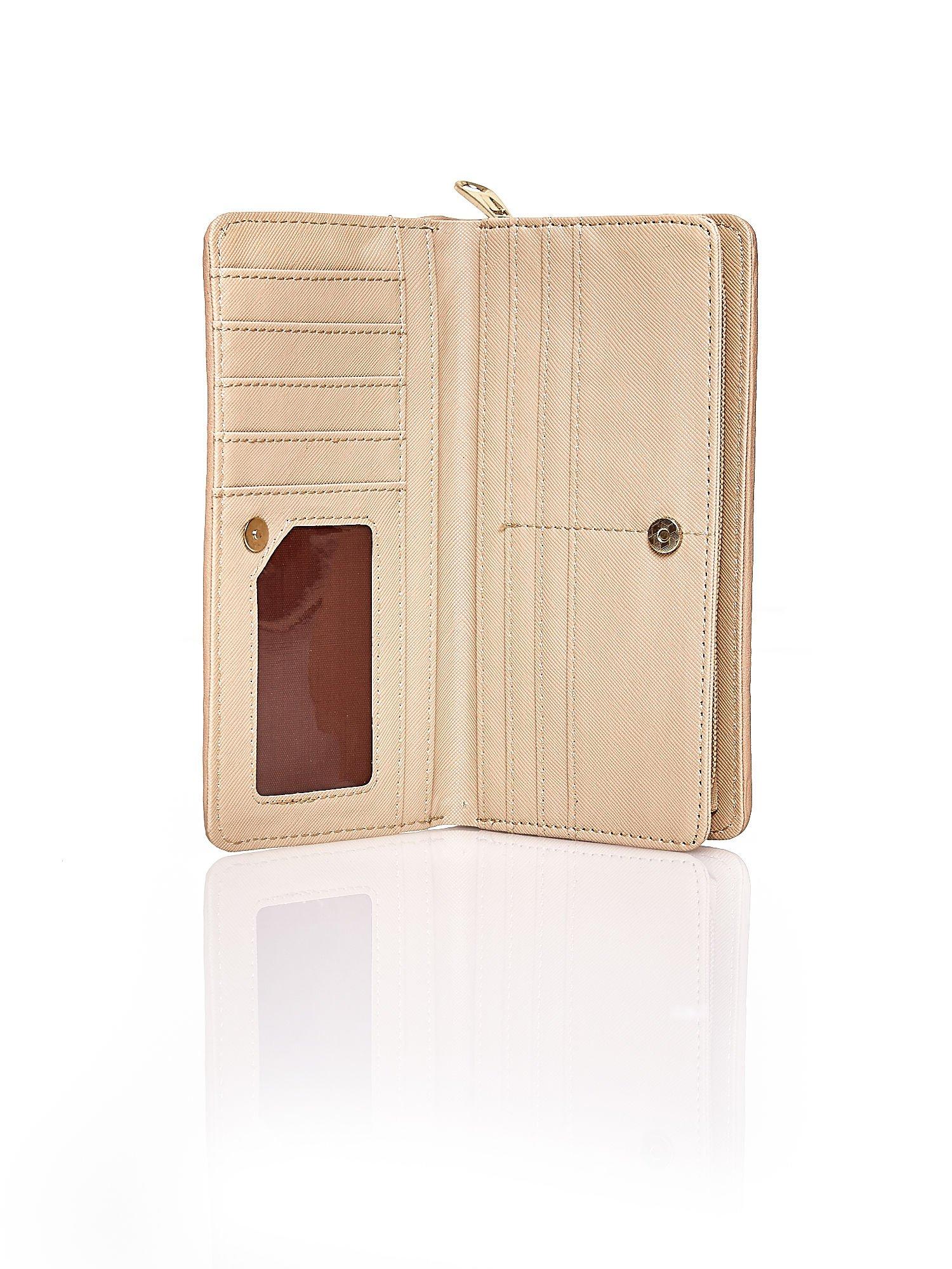 Beżowy pleciony portfel w pionowe paski                                  zdj.                                  3