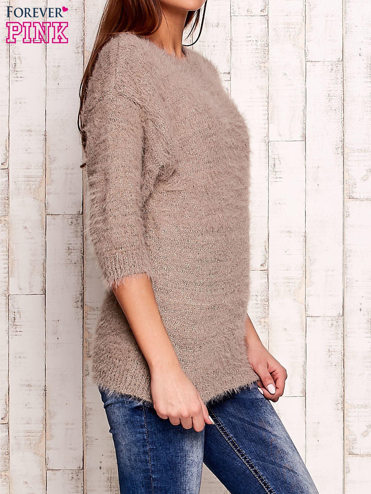 Beżowy sweter fluffy z metaliczną nicią                                  zdj.                                  3