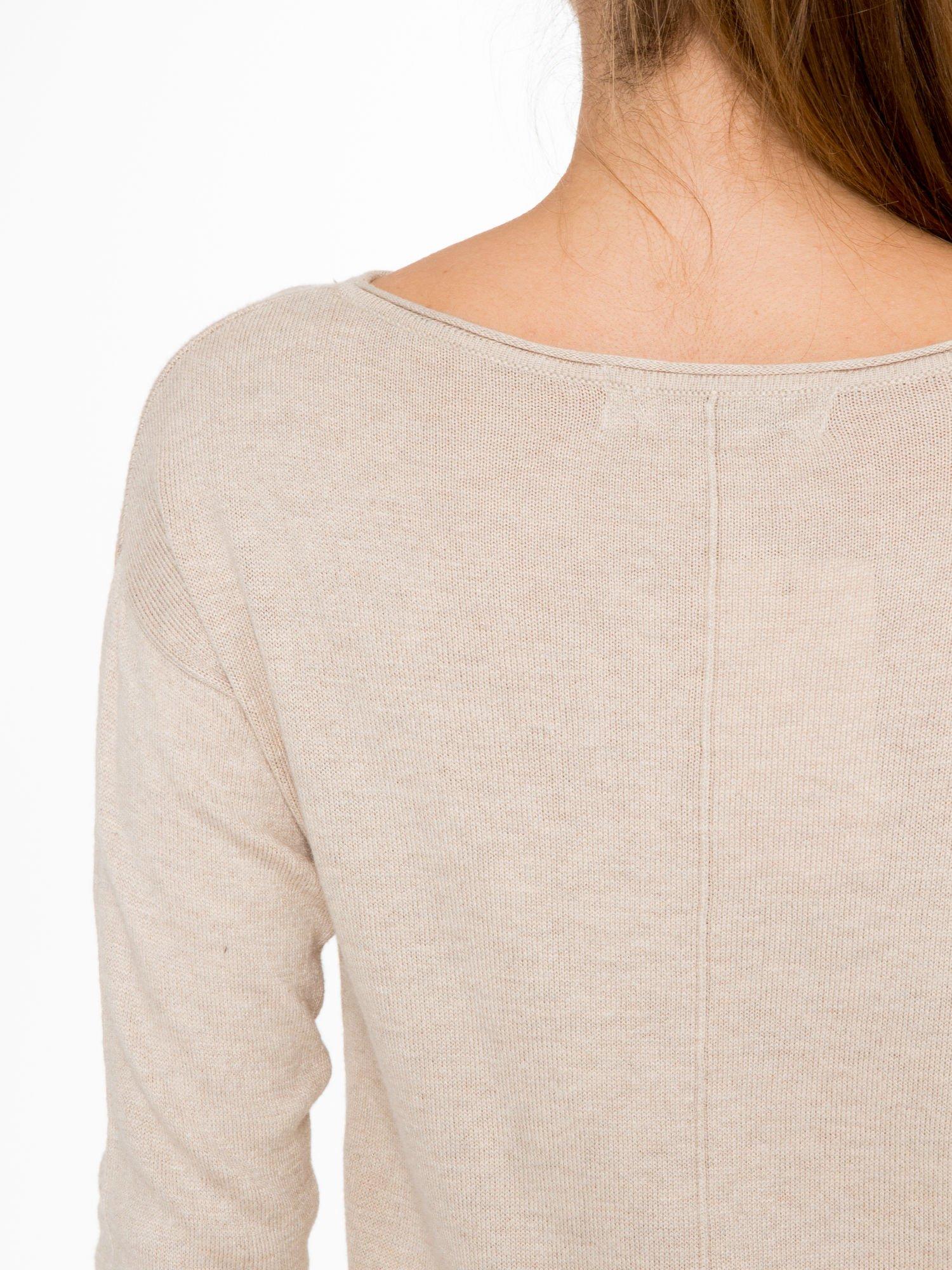 Beżowy sweter z dłuższym tyłem i rozporkami po bokach                                  zdj.                                  8