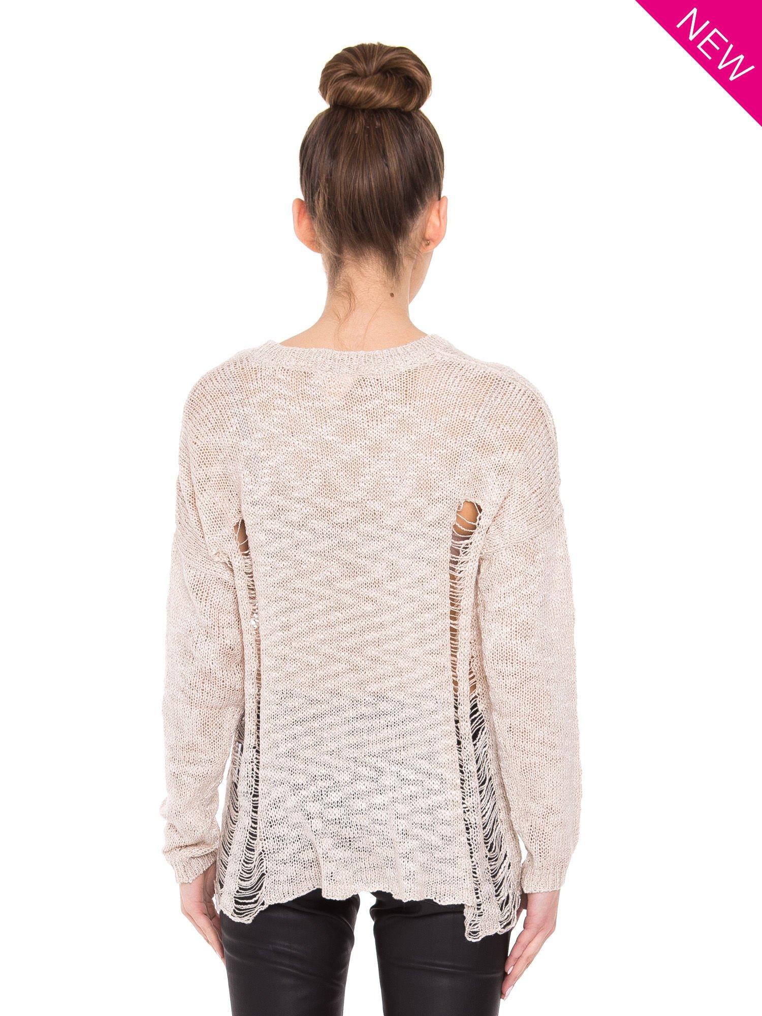 Beżowy sweter ze zwierzęcym nadrukiem i efektem destroyed                                  zdj.                                  3
