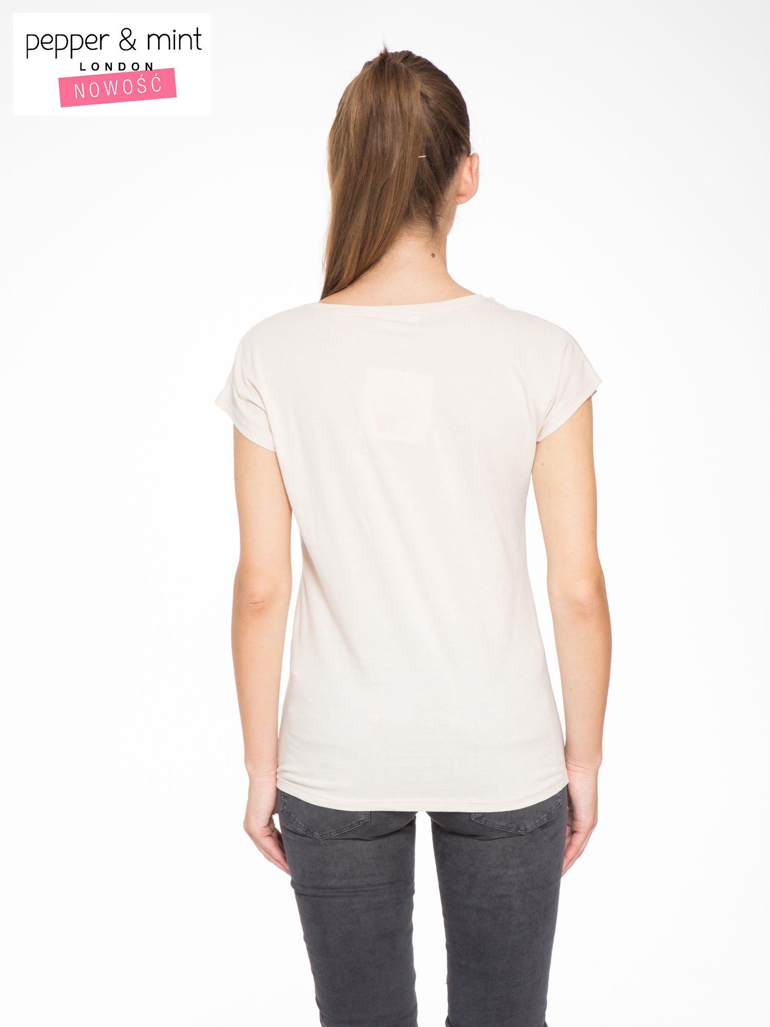 Beżowy t-shirt z fotografią drogi i napisem ADVENTURE                                  zdj.                                  4