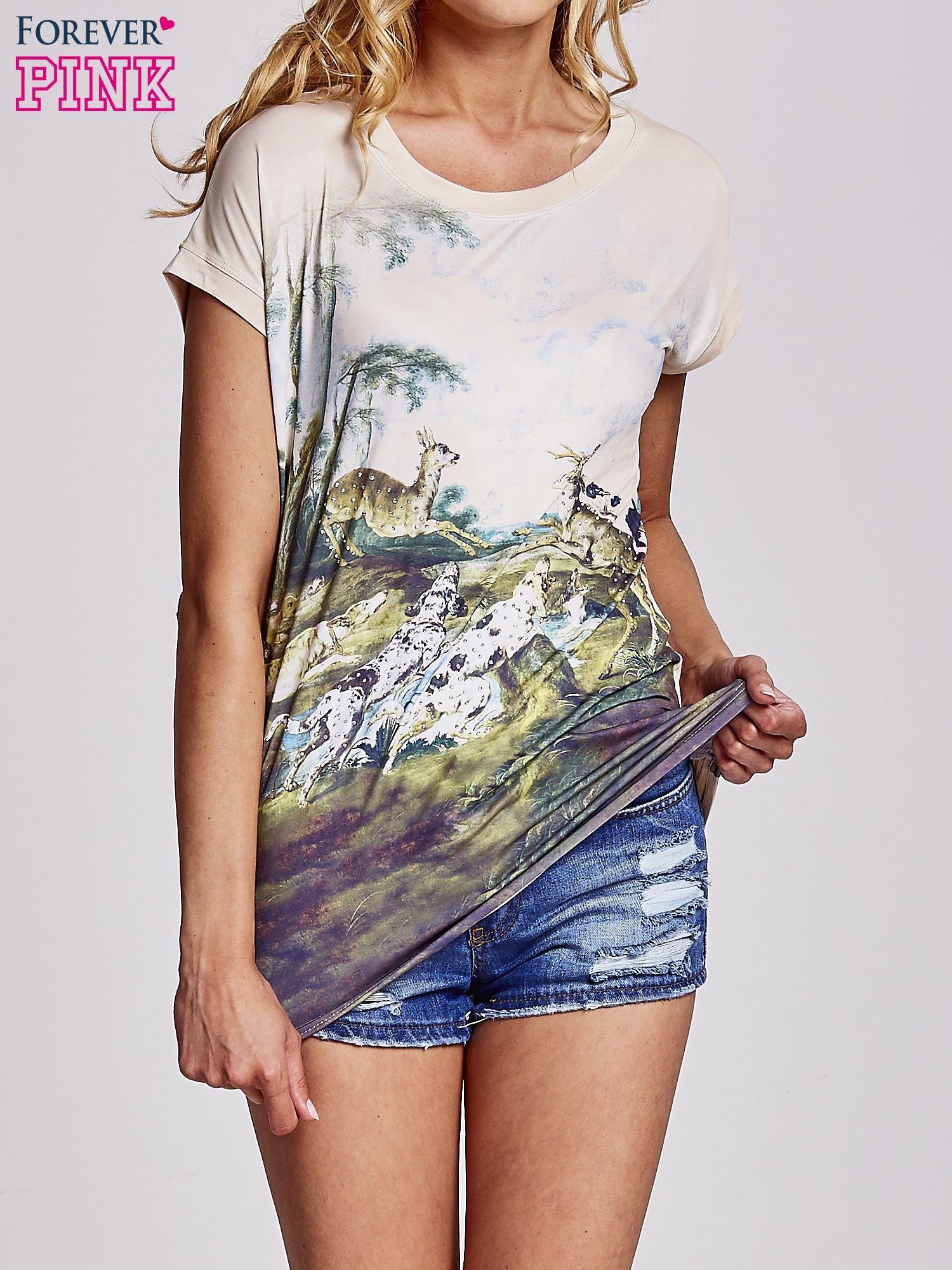 Beżowy t-shirt z nadrukiem krajobrazowym                                  zdj.                                  1