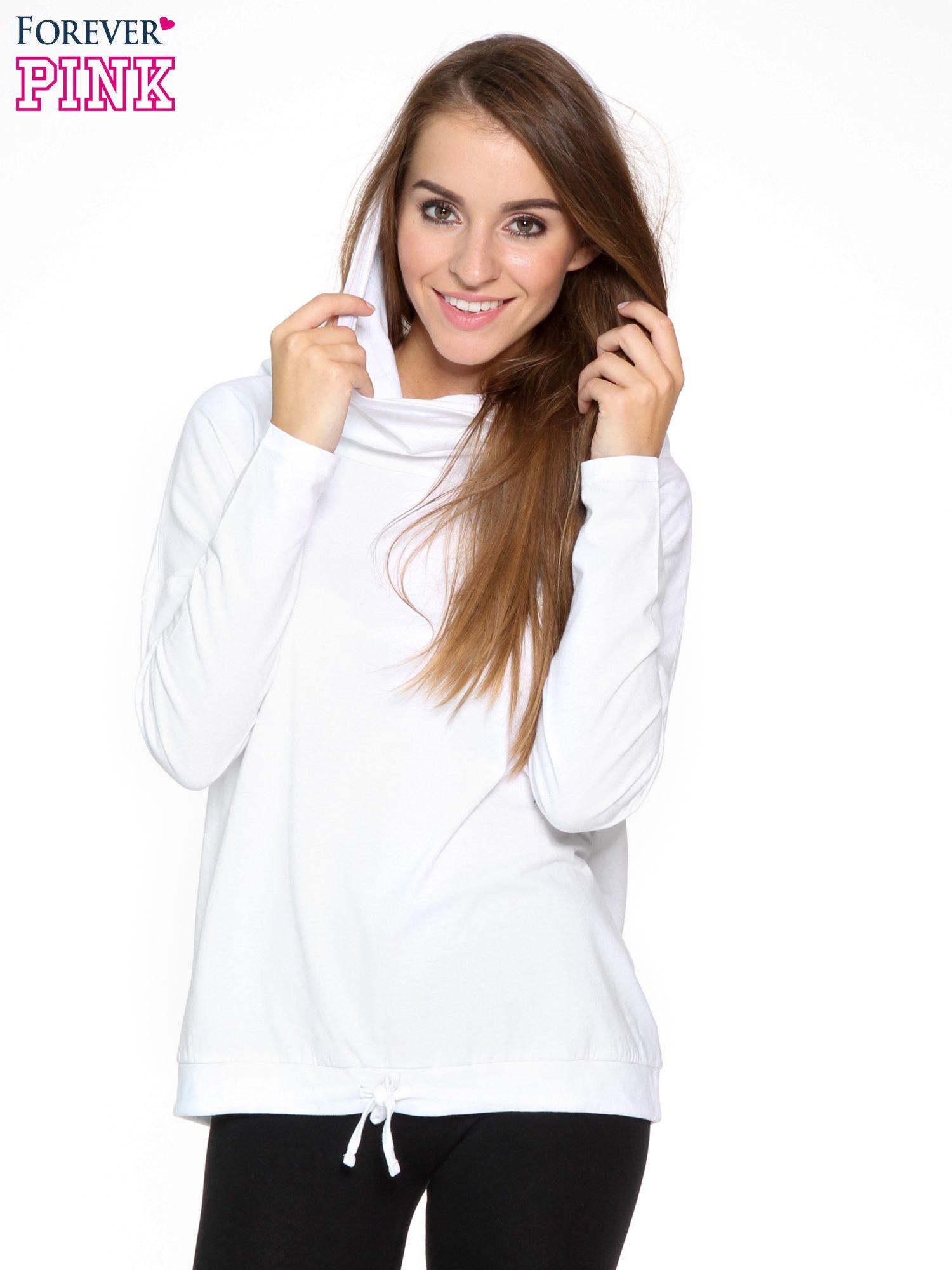 Biała bluzka dresowa z kołnierzokapturem i ściągaczem na dole                                  zdj.                                  6