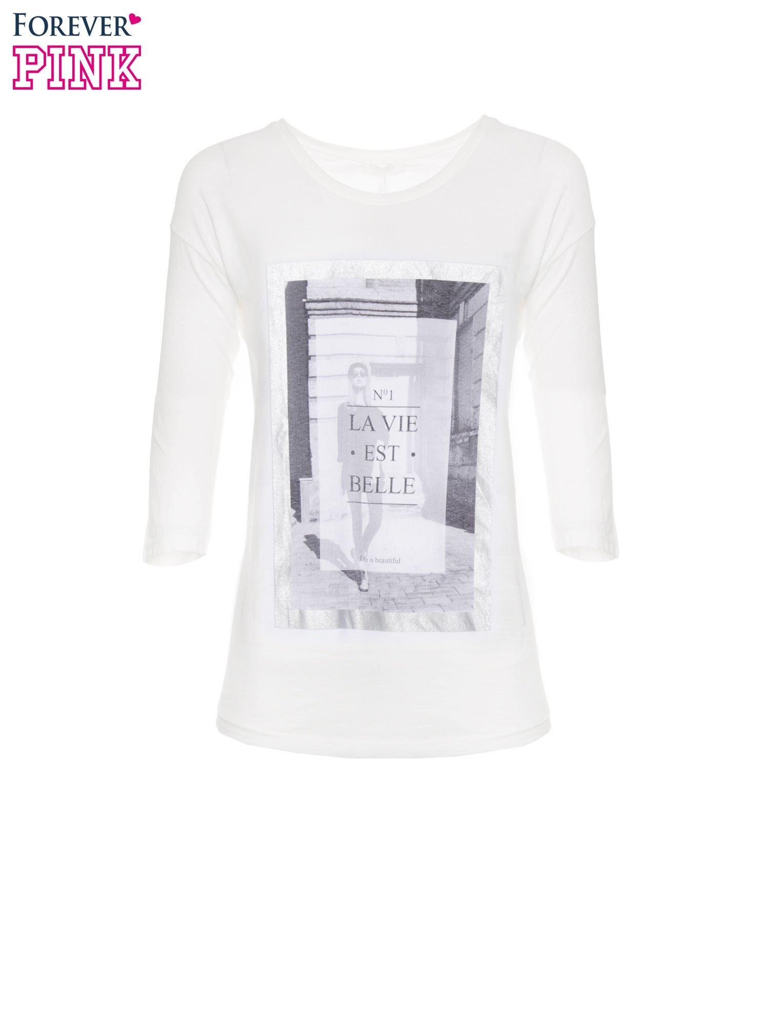 Biała bluzka w stylu fashion z nadrukiem LA VIE EST BELLE                                  zdj.                                  2