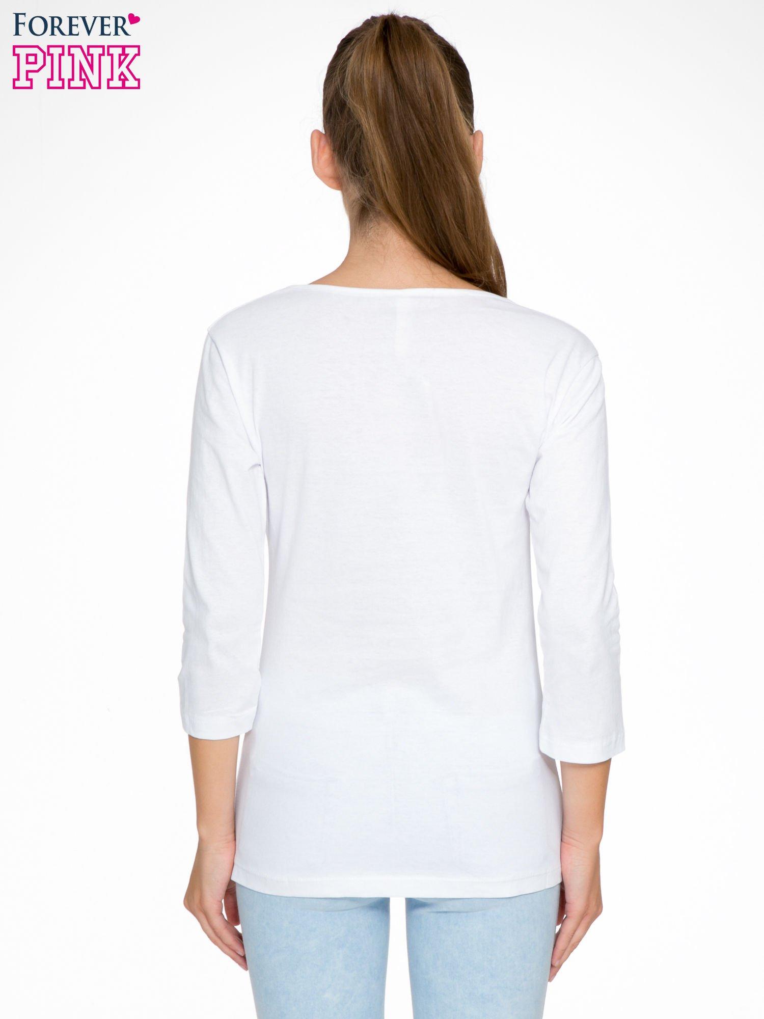 Biała bluzka z nadrukiem ODDAM W DOBRE RĘCE                                  zdj.                                  4
