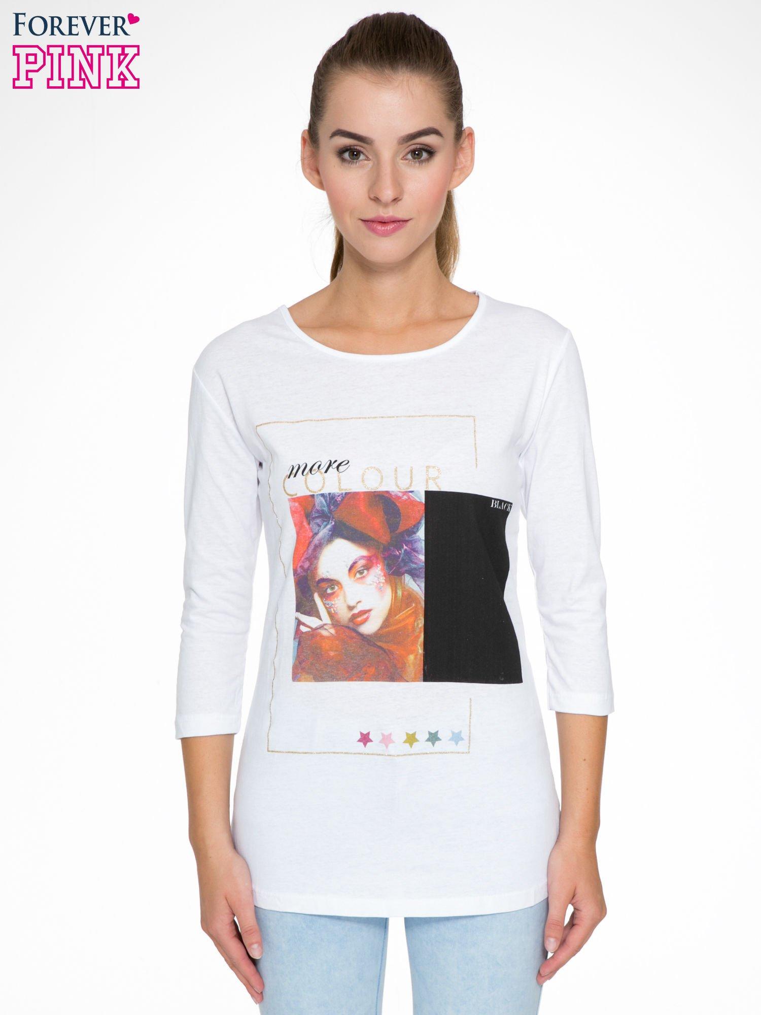 Biała bluzka z nadrukiem fashion i napisem MORE COLOUR                                  zdj.                                  1