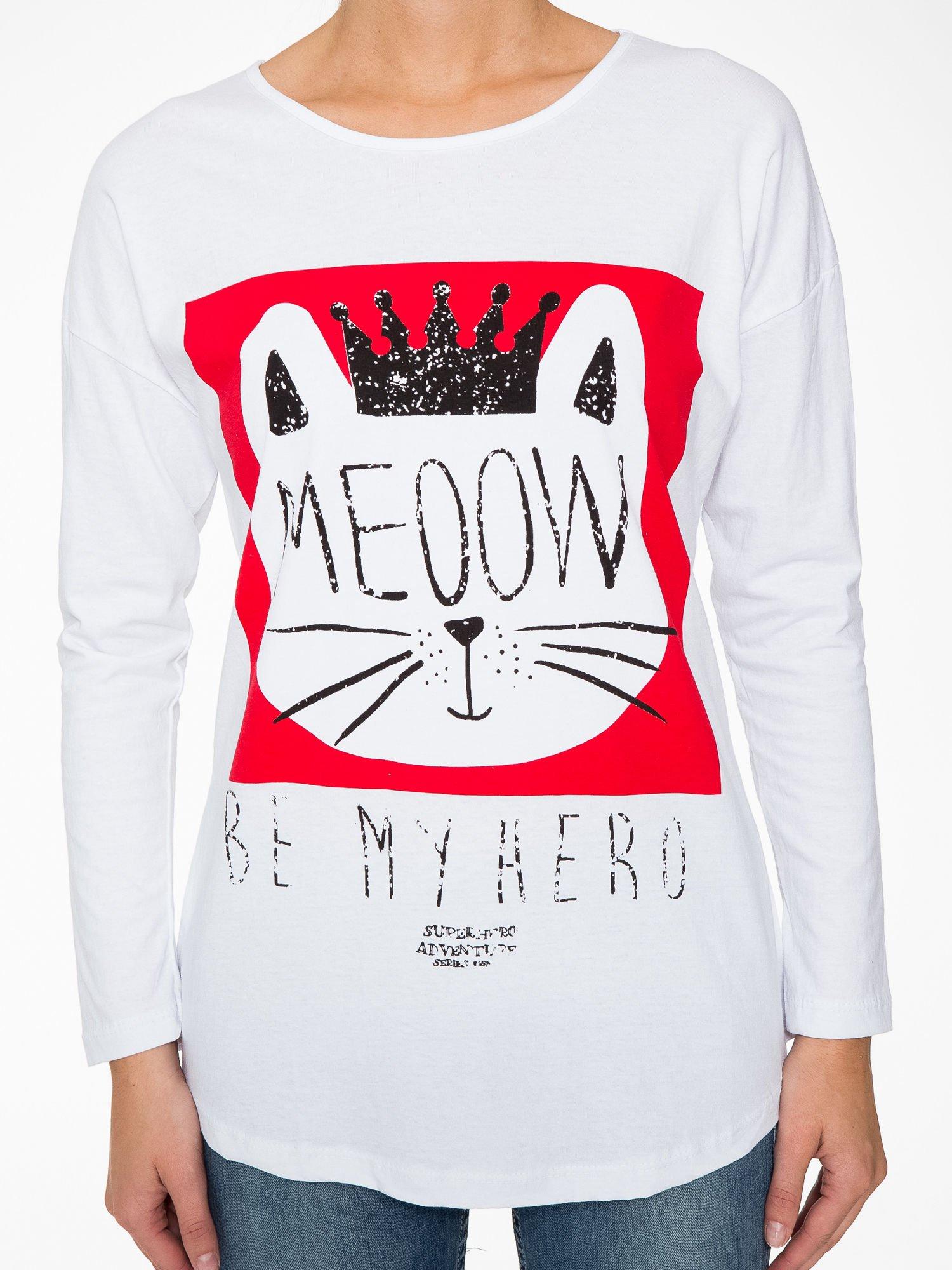 Biała bluzka z nadrukiem kota z koroną i napisem MEOW                                  zdj.                                  8
