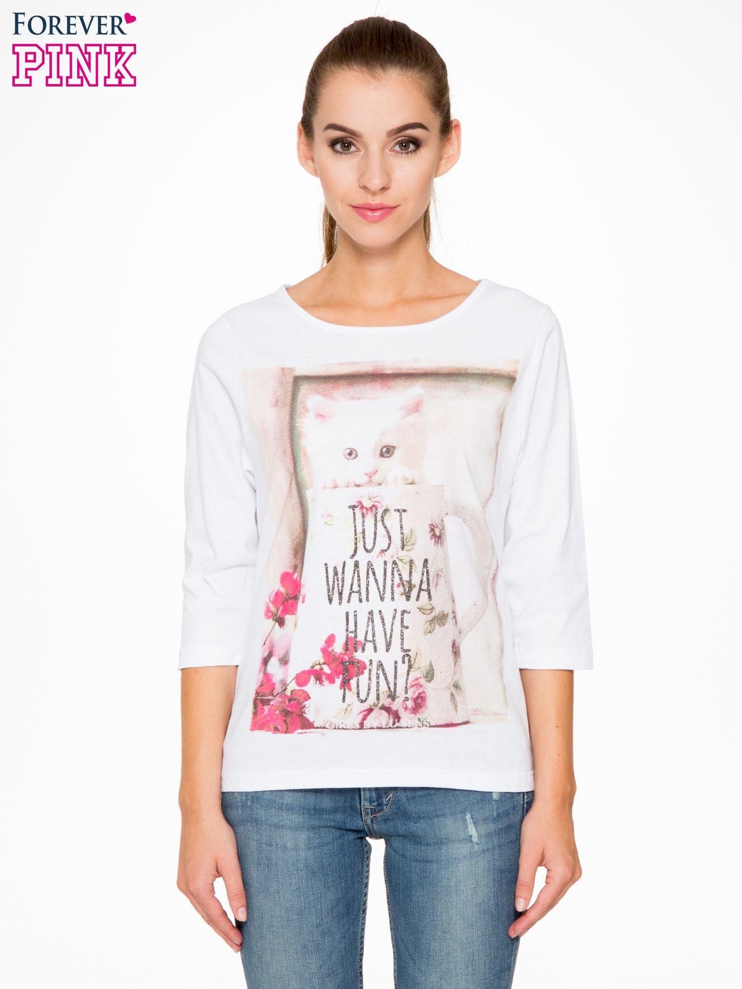 Biała bluzka z nadrukiem kotka i napisem JUST WANNA HAVE FUN?                                  zdj.                                  1