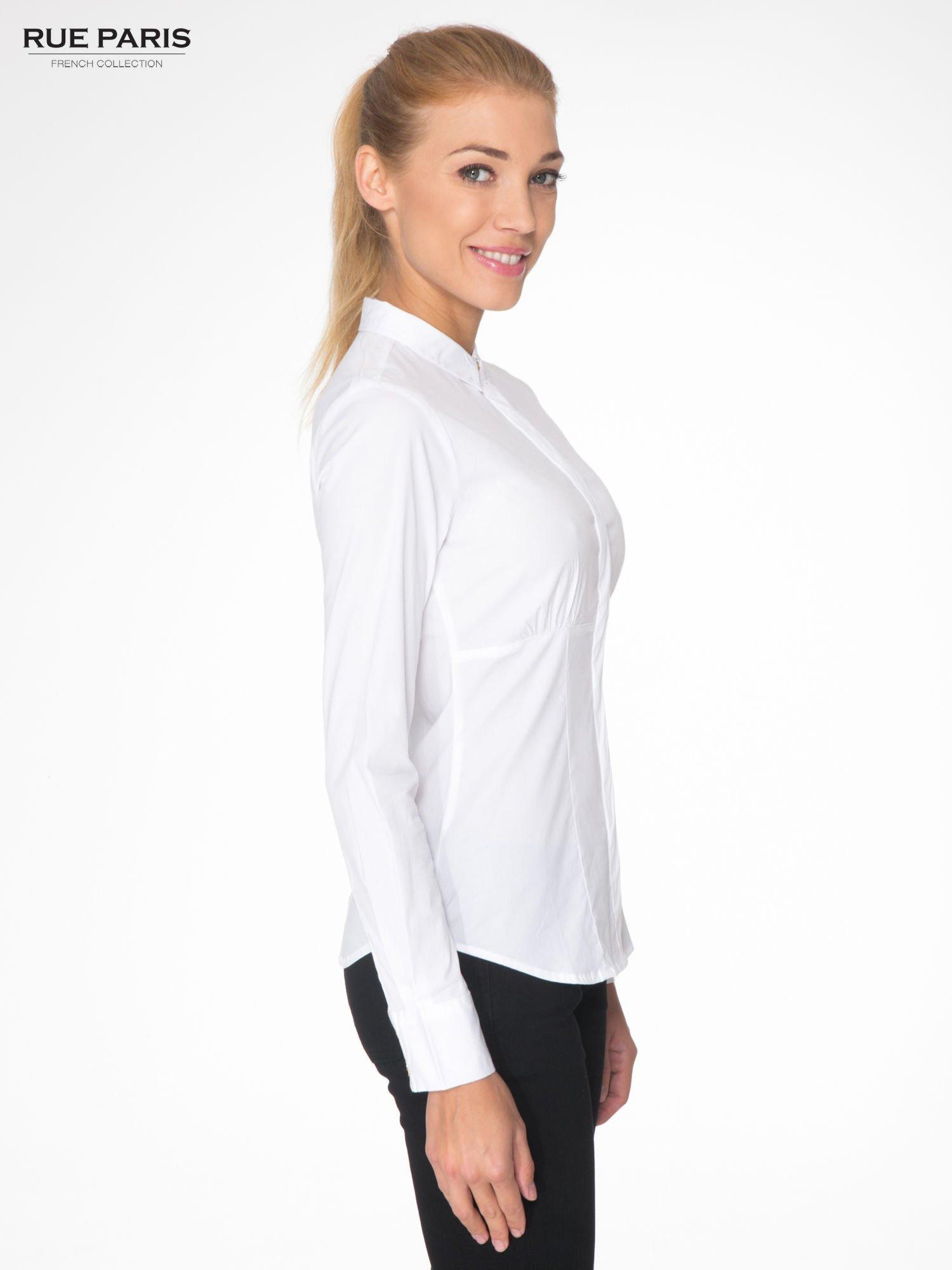 Biała koszula damska odcinana pod biustem z marszczeniem                                  zdj.                                  3