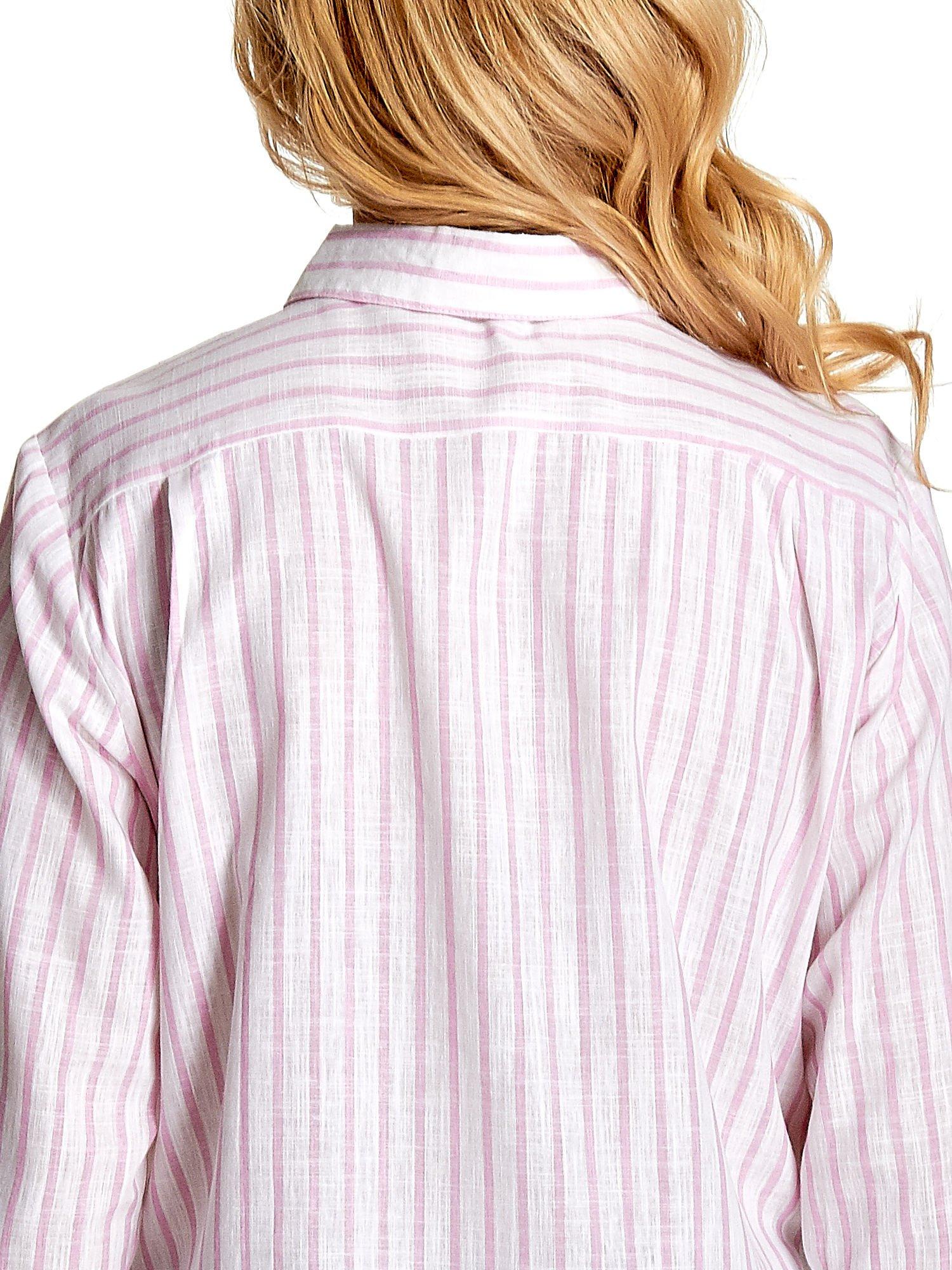 Biała koszula w jasnoróżowe prążki z aplikacją na kołnierzyku                                  zdj.                                  8