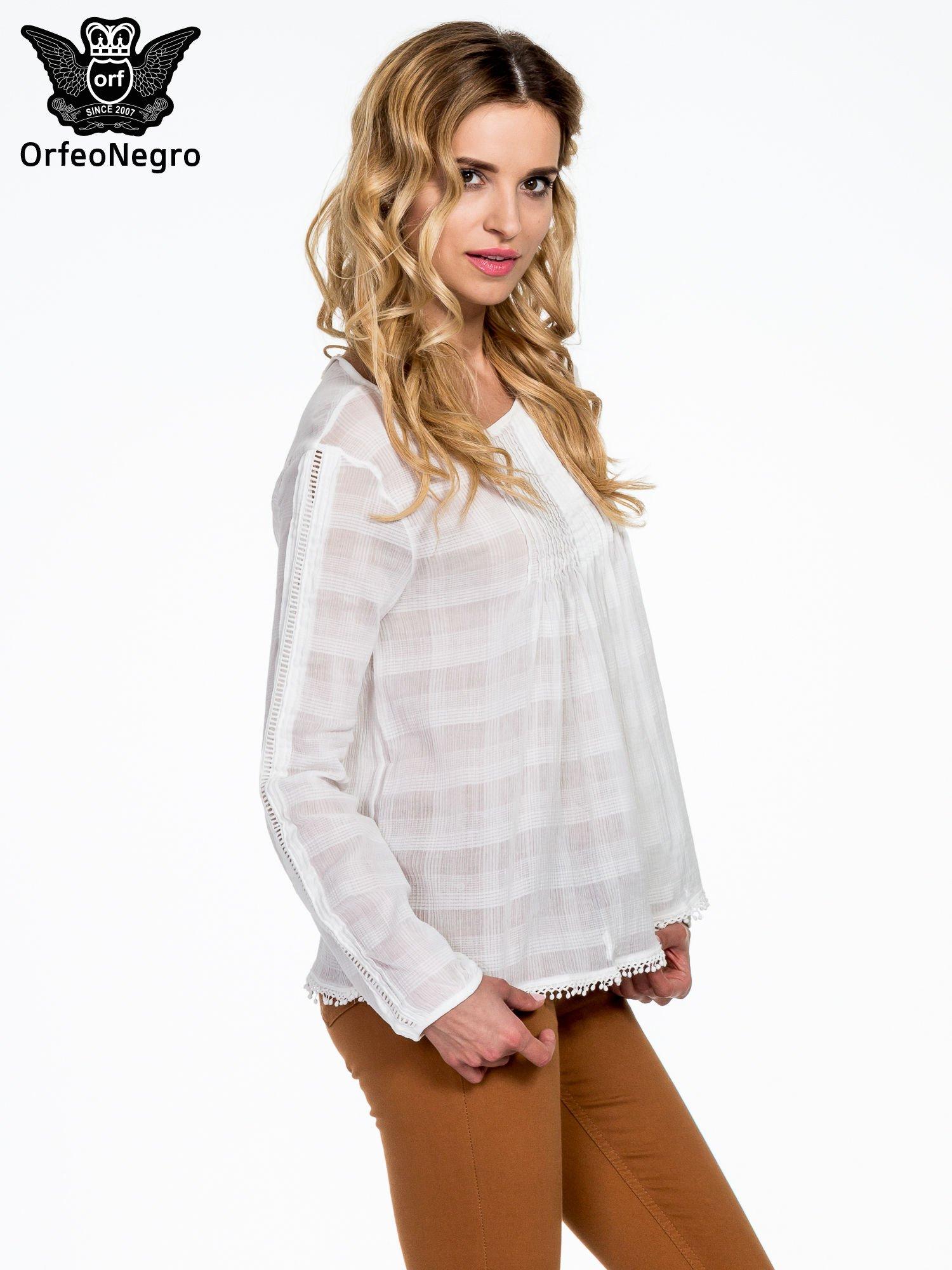 Biała koszula w kratę z ażurowaniem                                  zdj.                                  3