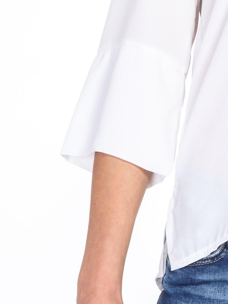Biała koszula z dłuższym tyłem i rękawkami 3/4                                  zdj.                                  5