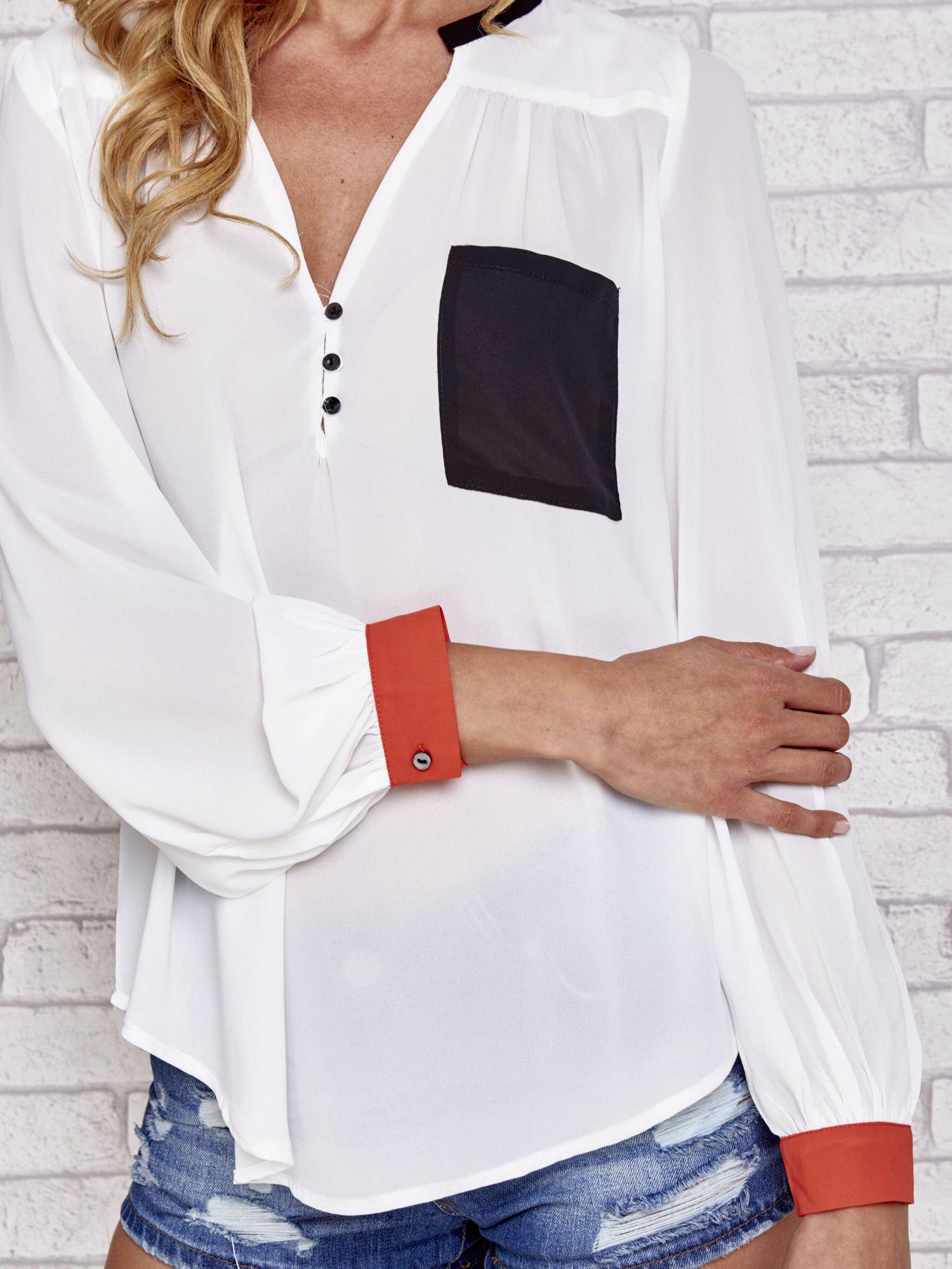 Biała koszula z kontrastową kieszenią i mankietami                                  zdj.                                  5