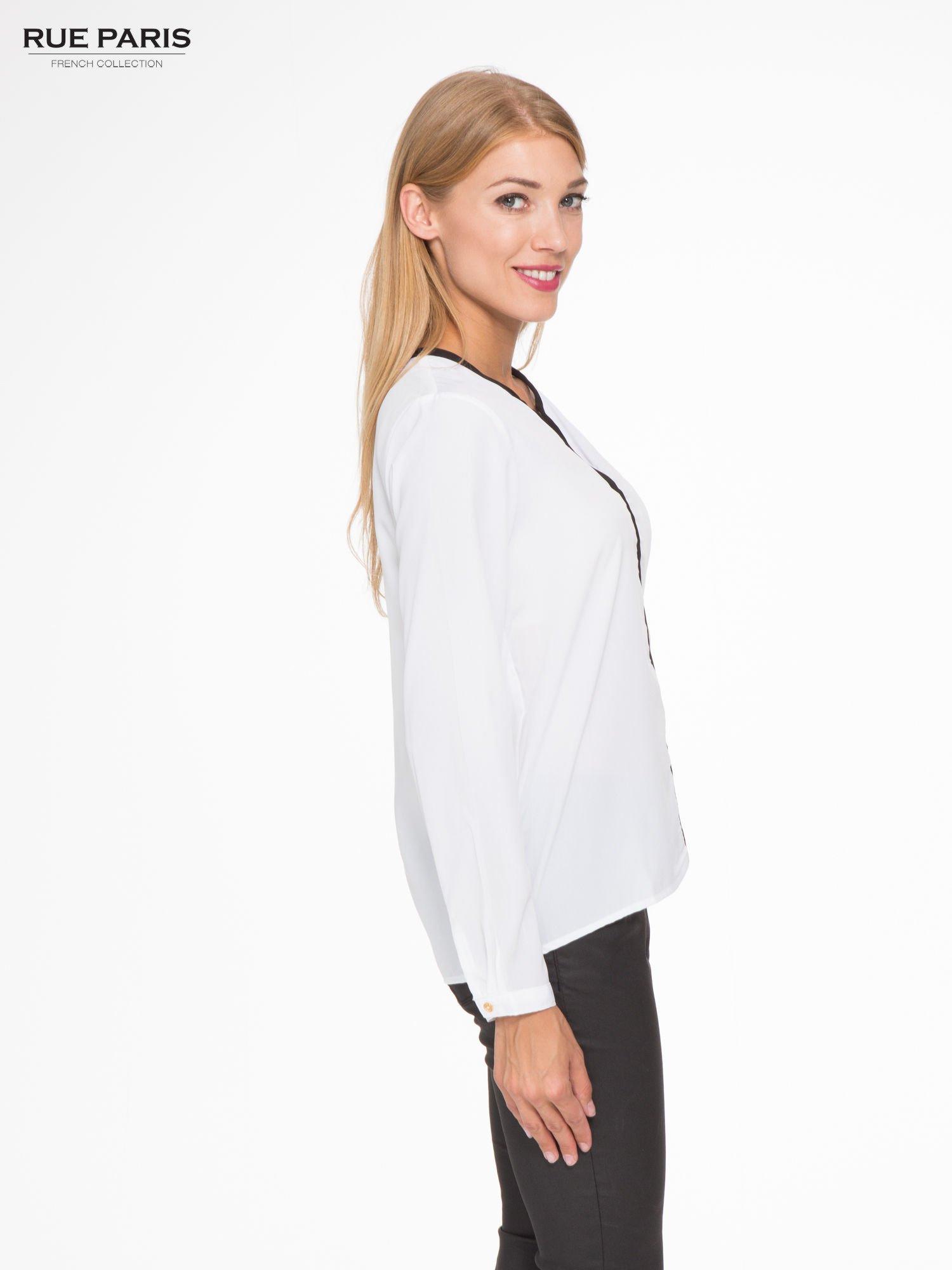 Biała koszula z kontrastową listwą                                  zdj.                                  3