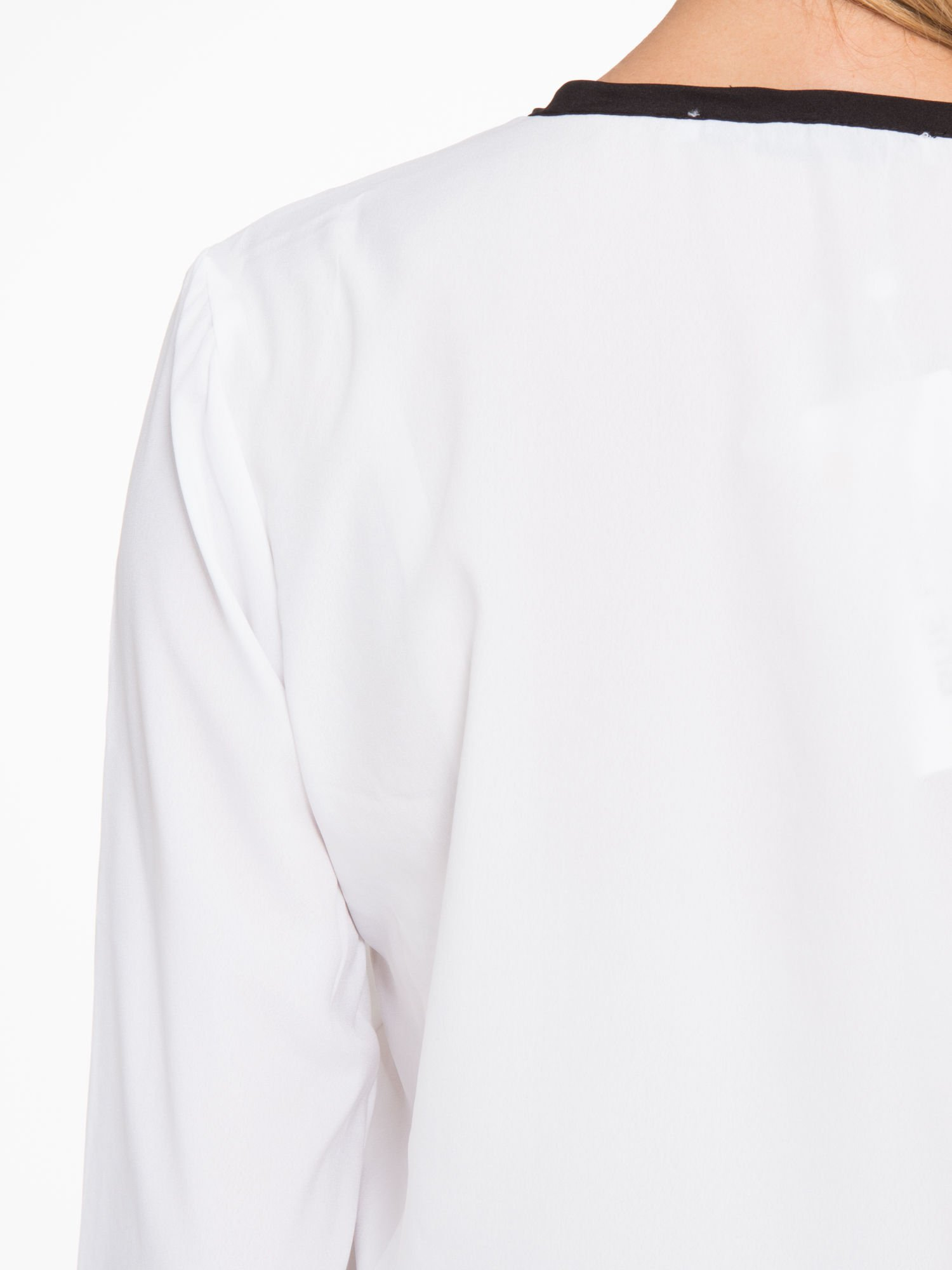 Biała koszula z kontrastową listwą                                  zdj.                                  9