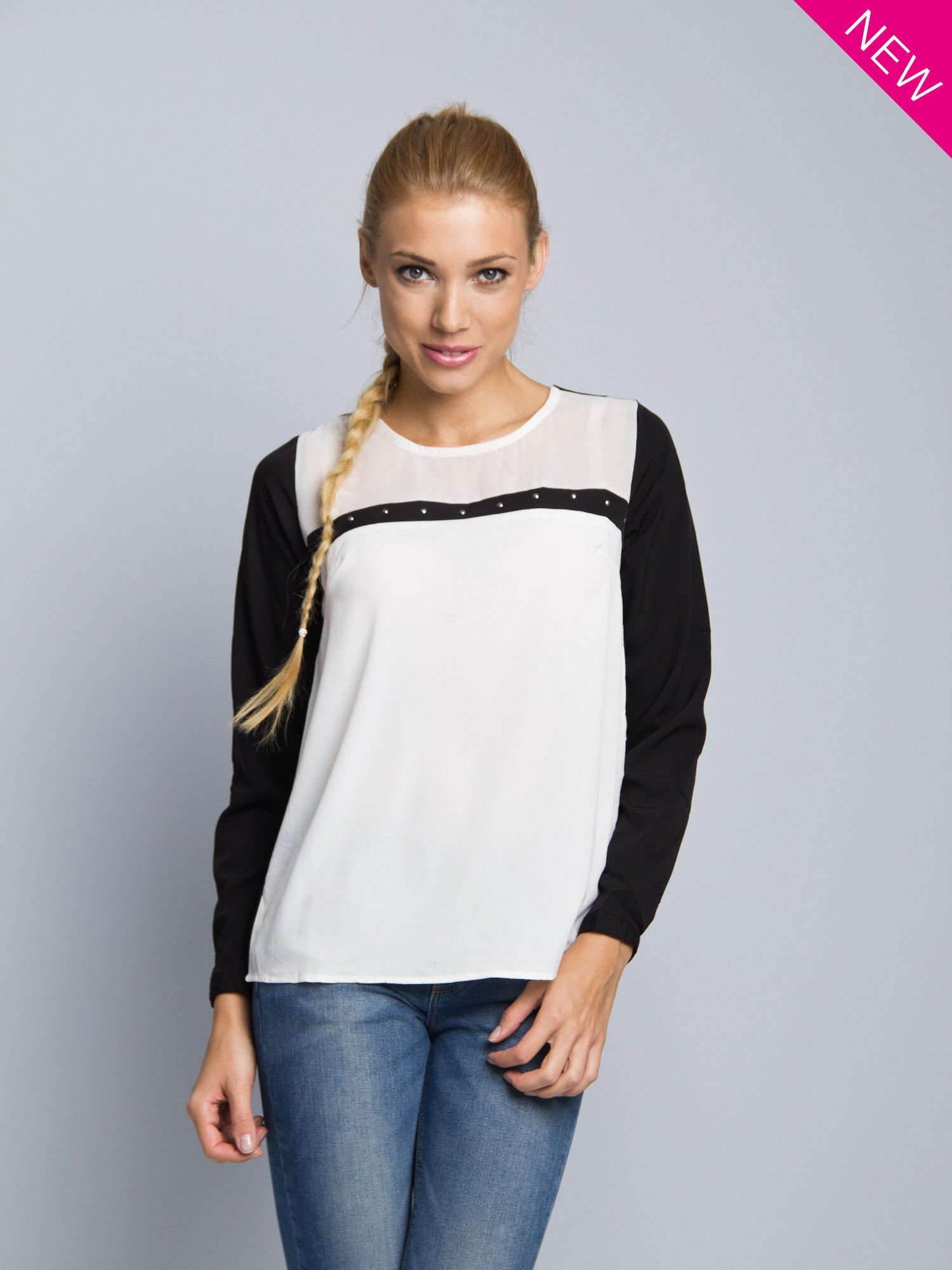Biała koszula z kontrastowymi rękawami i czarnym pasem z przodu ozdobionym dżetami                                  zdj.                                  1