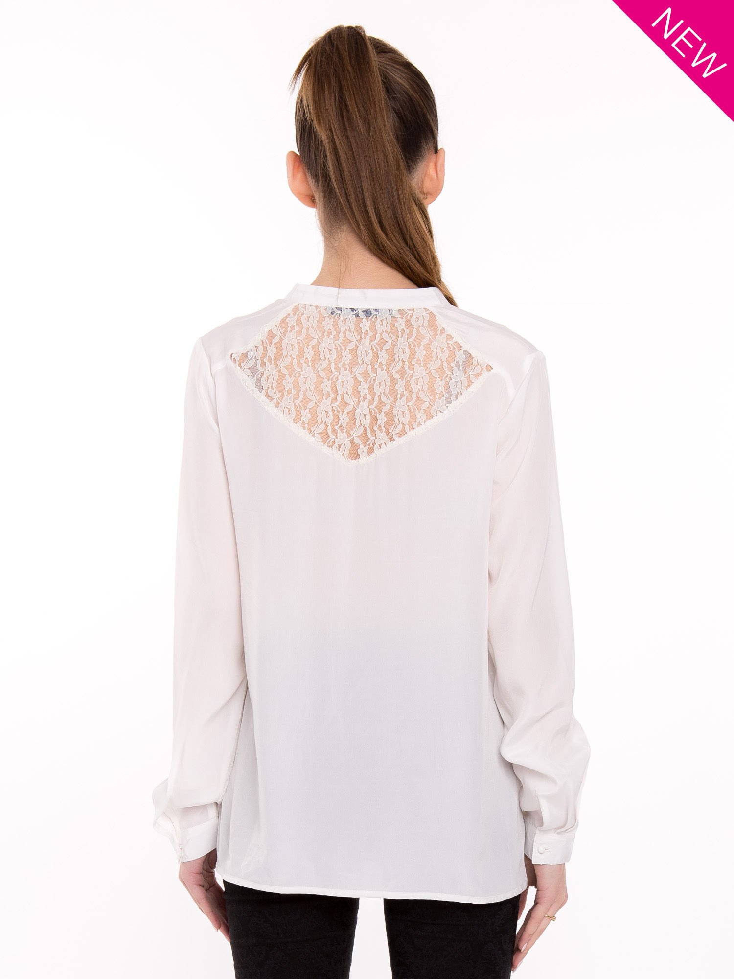 Biała koszula z koronkowym żabotem w stylu wiktoriańskim                                  zdj.                                  3