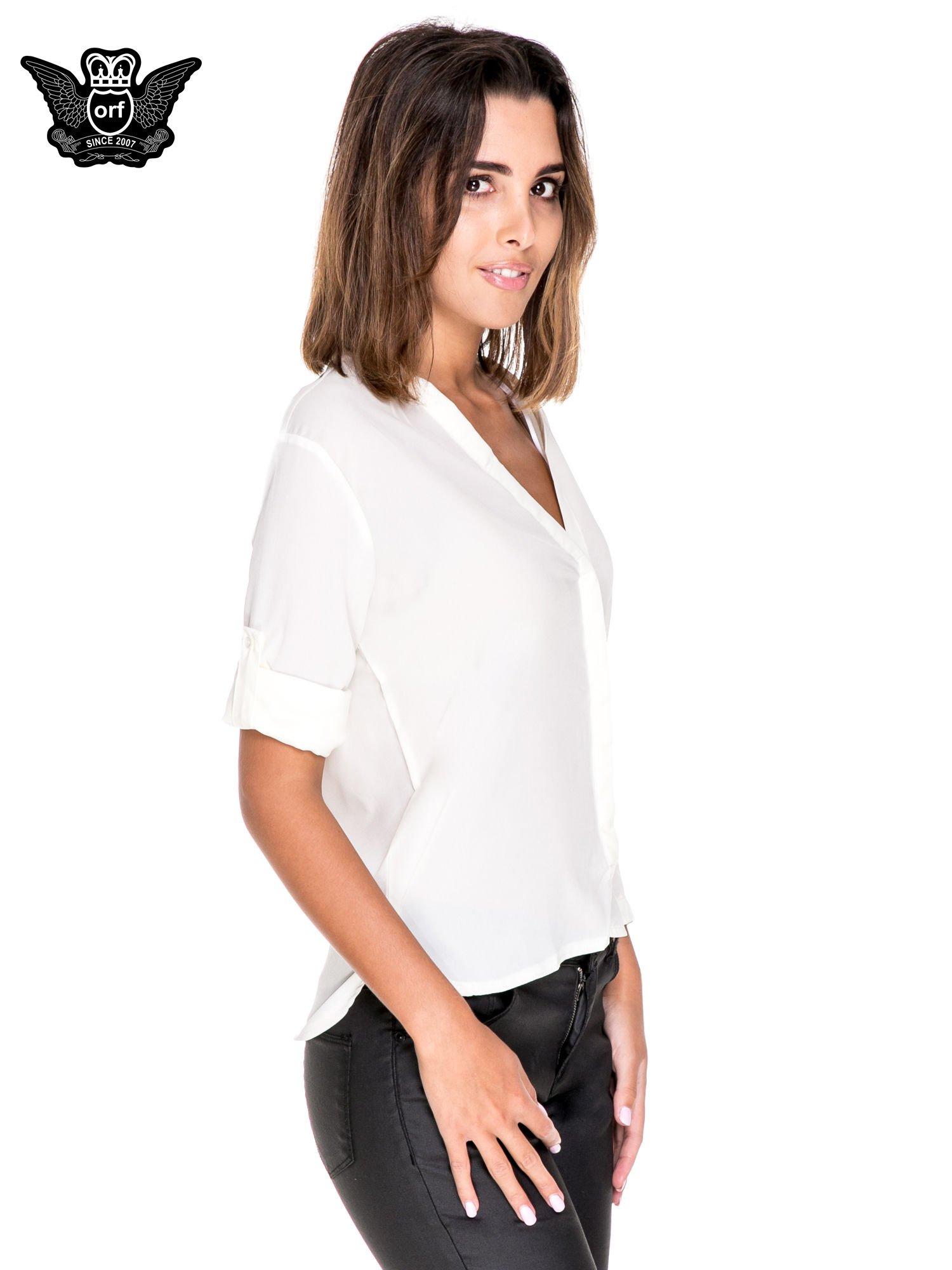 Biała minimalistyczna koszula z trójkątnym dekoltem                                  zdj.                                  5