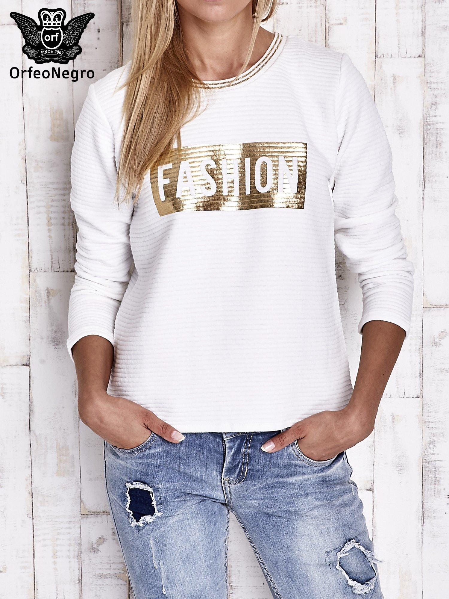 Biała prążkowana bluza ze złotym nadrukiem FASHION                                  zdj.                                  1