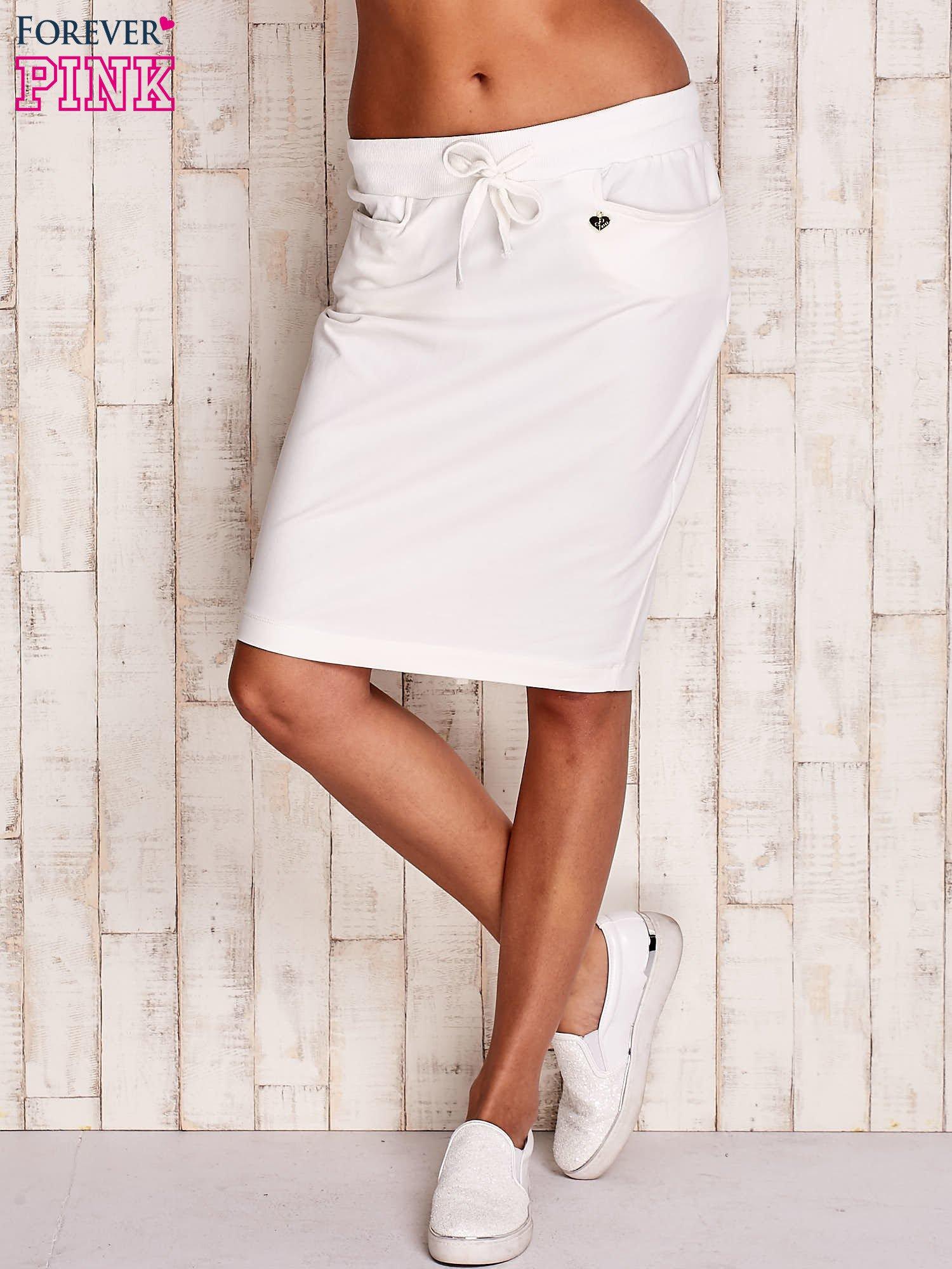 Biała spódnica z troczkami i kieszeniami                                  zdj.                                  2