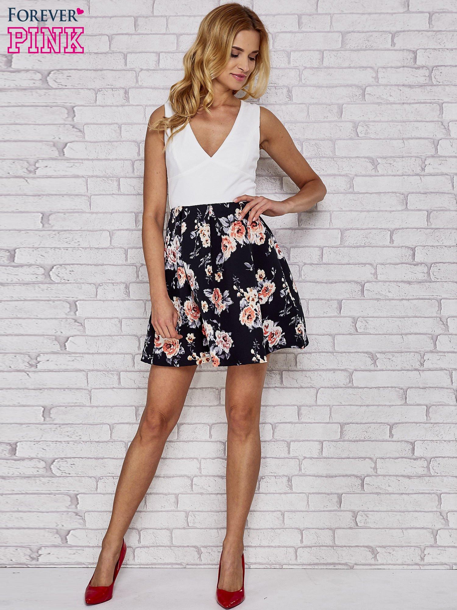 Biała sukienka skater z kwiatowym dołem                                  zdj.                                  2