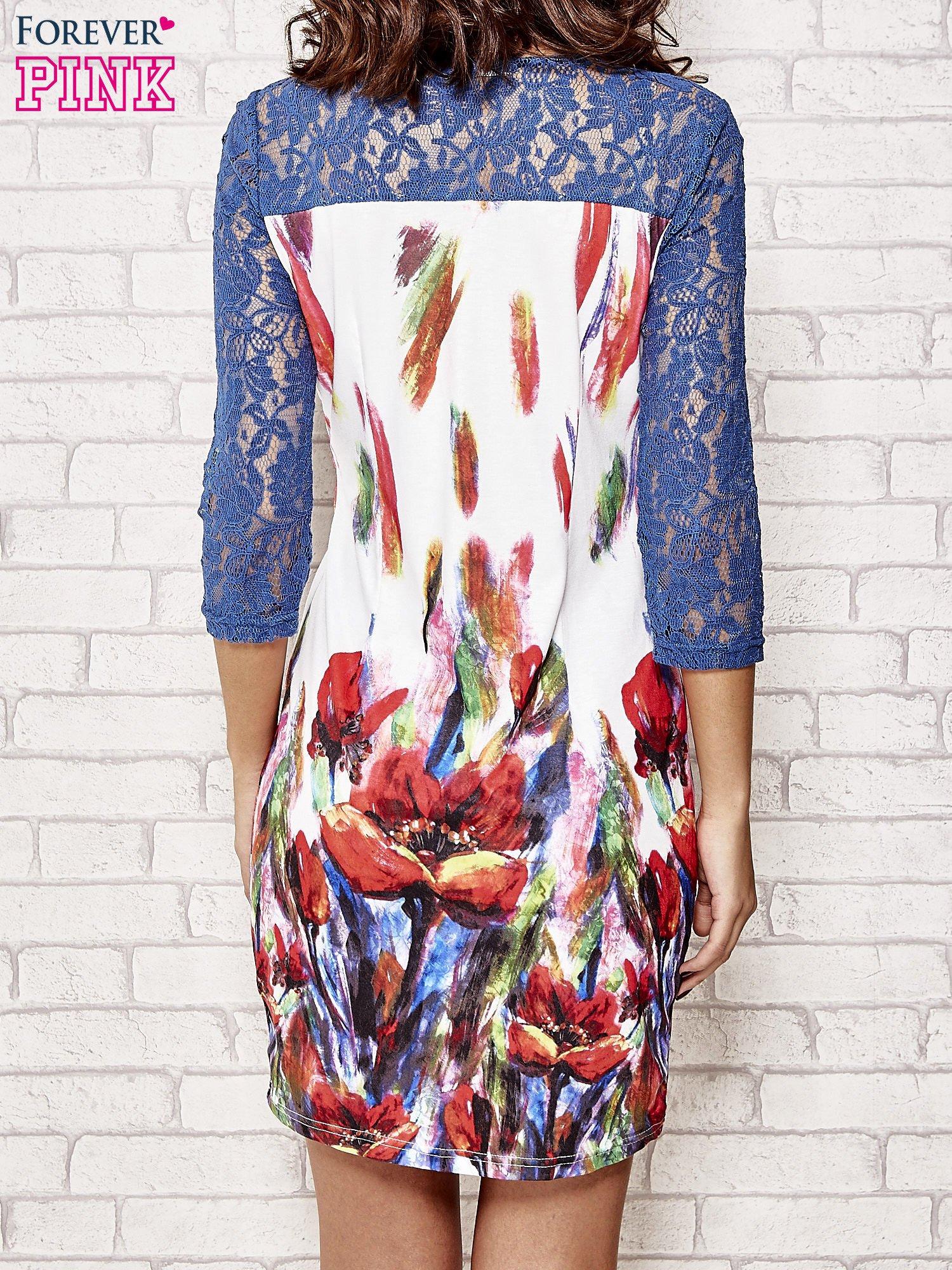Biała sukienka w kwiaty z koronkowym karczkiem                                  zdj.                                  2