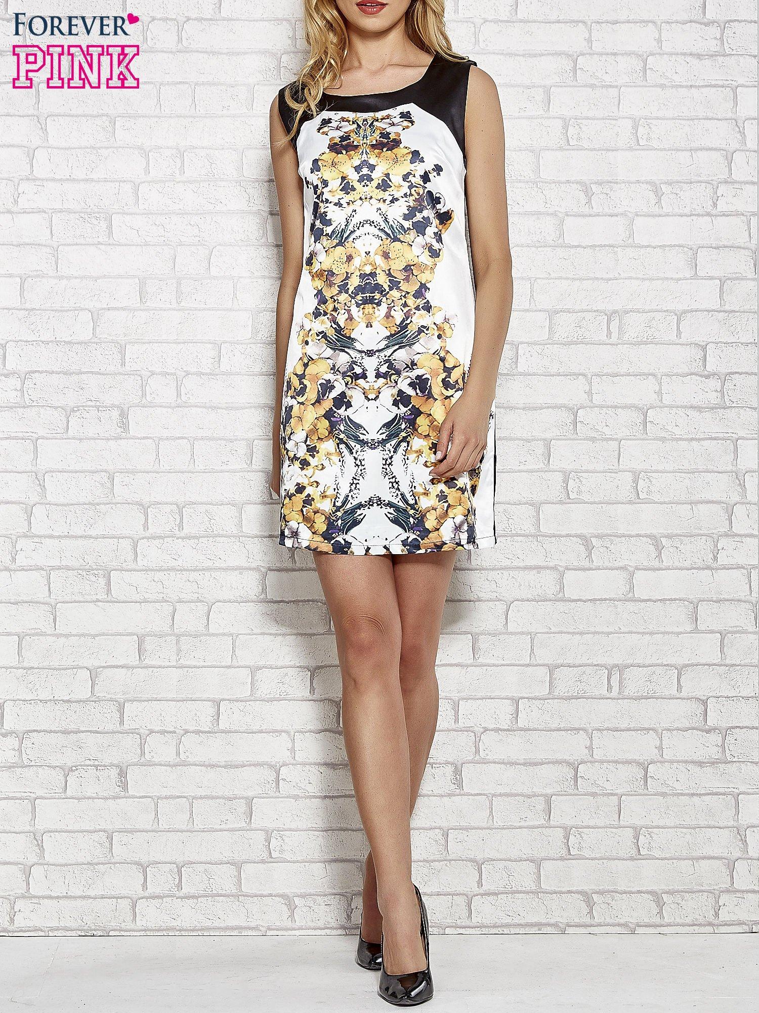 Biała sukienka z żółtym nadrukiem kwiatowym z dżetami                                  zdj.                                  2