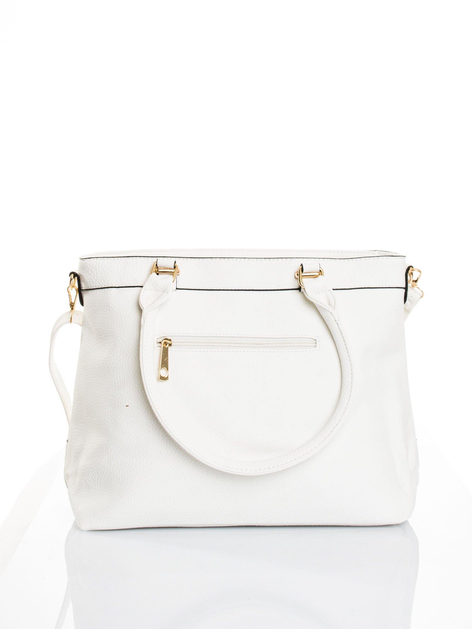 Biała torba na ramię ze złotymi okuciami                                  zdj.                                  3