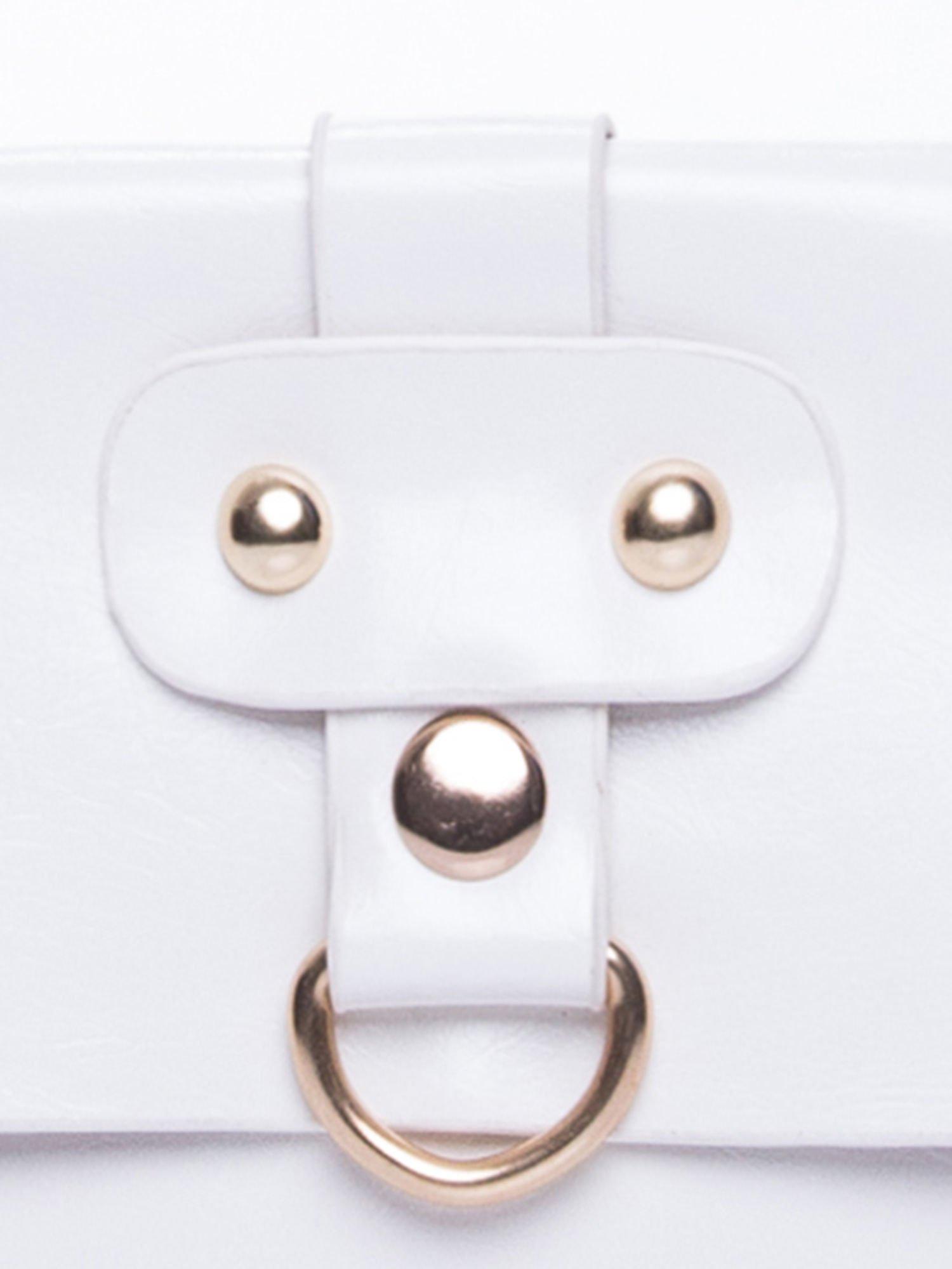 Biała torebka listonoszka z klapką                                  zdj.                                  6