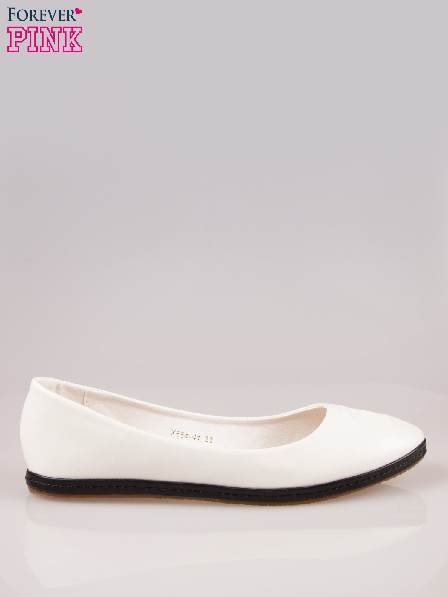 Białe baleriny Sunny ze smukłym noskiem na kontrastowej podeszwie                                  zdj.                                  1