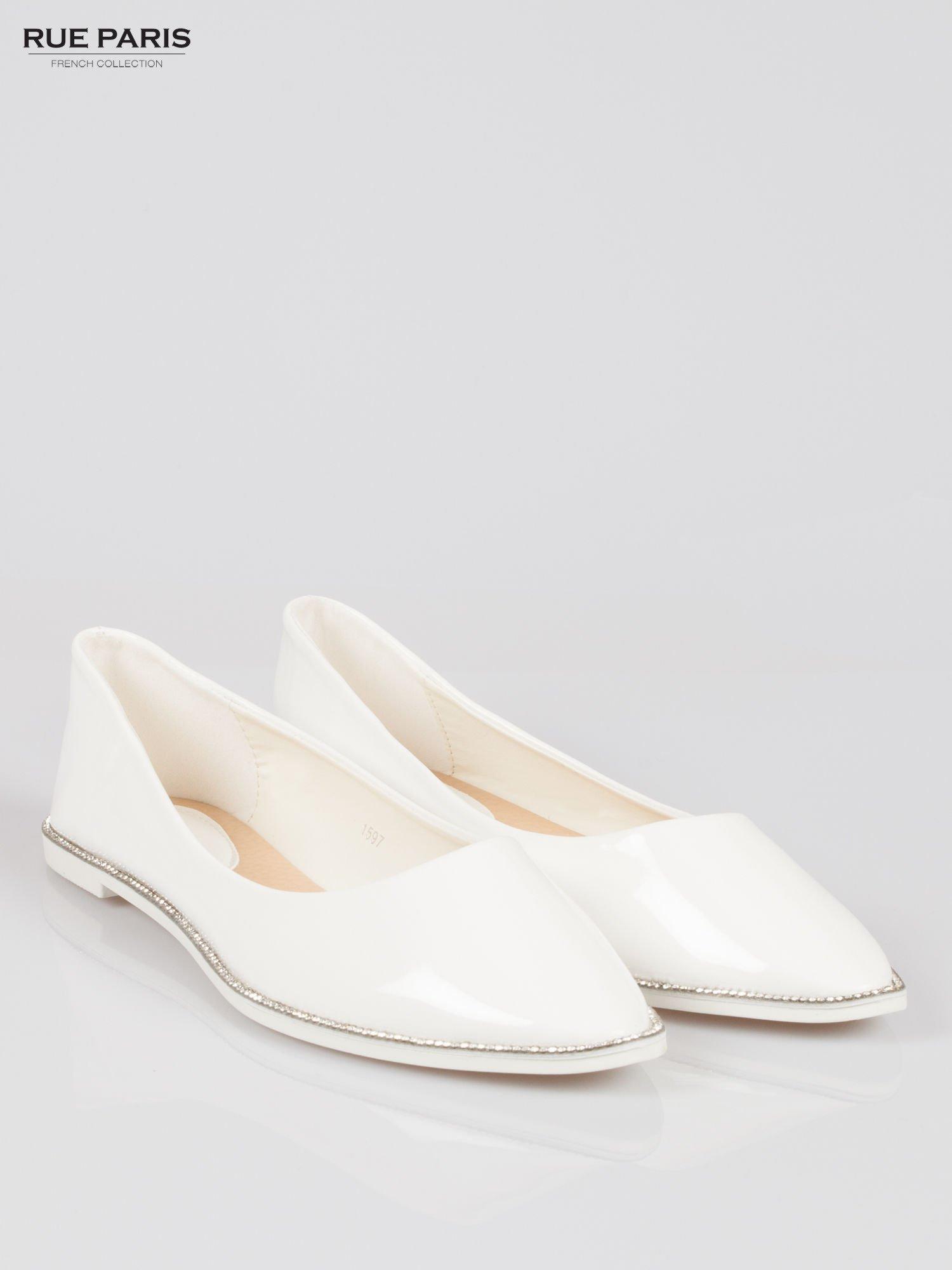 Białe lakierowane baleriny faux polish leather z metalicznym otokiem                                  zdj.                                  2