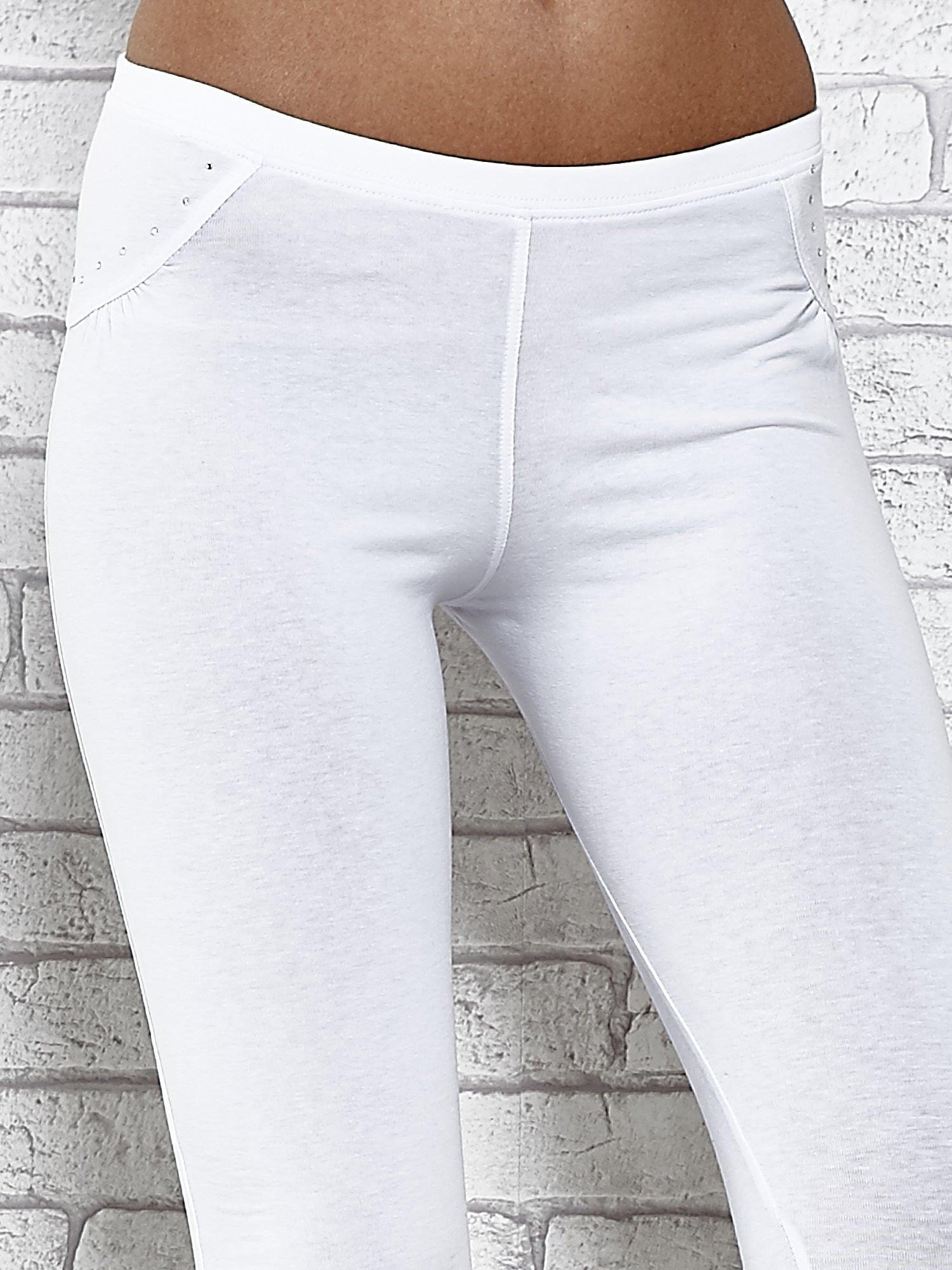 Białe legginsy sportowe 7/8 z wiązaniem                                  zdj.                                  4