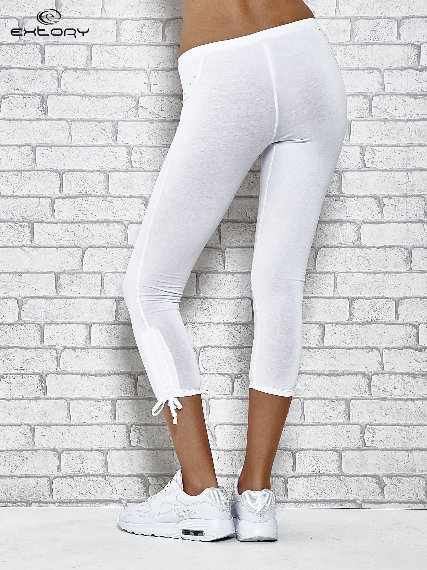 Białe legginsy sportowe 7/8 z wiązaniem                                  zdj.                                  3