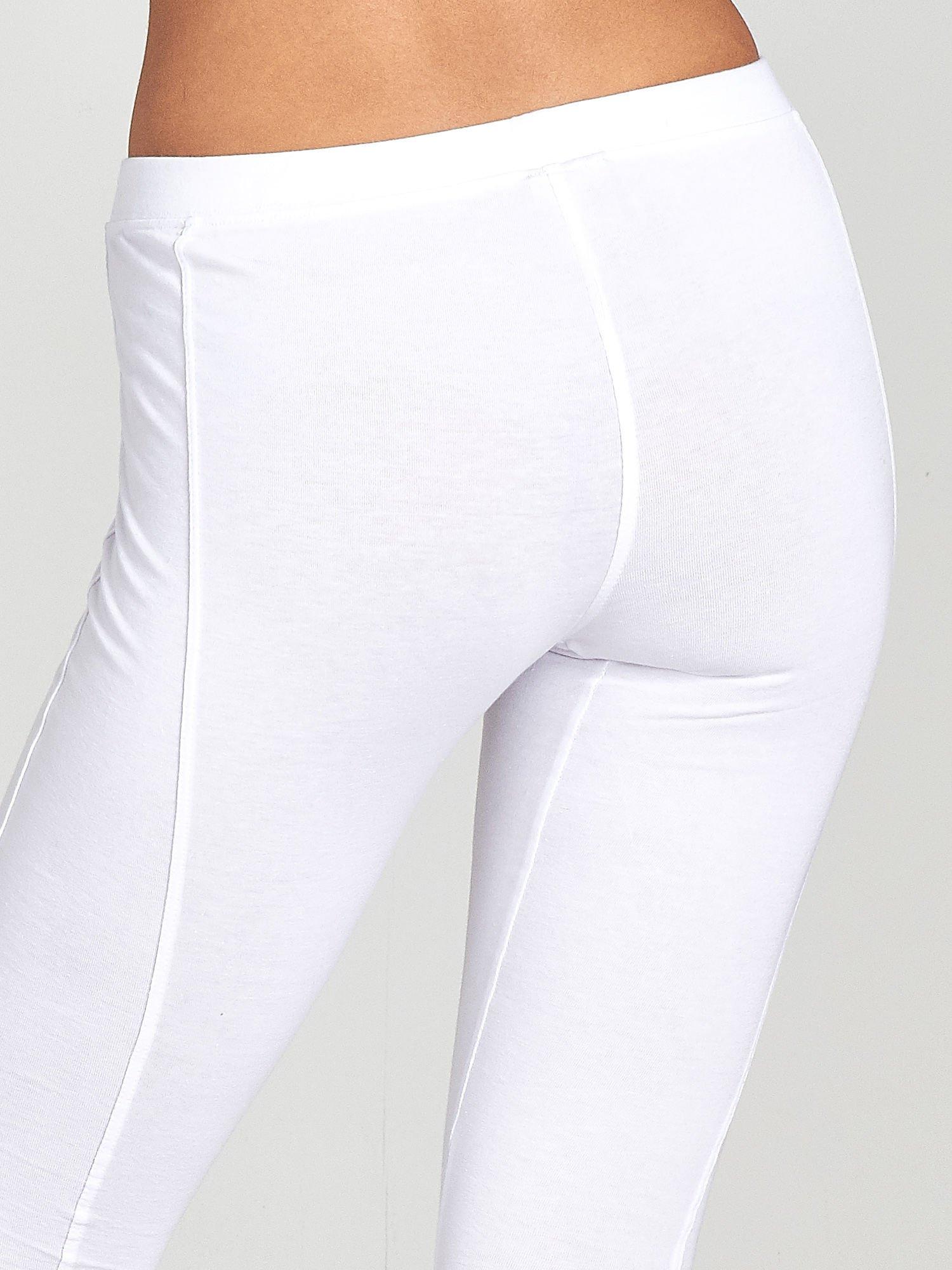 Białe legginsy sportowe z drapowaniem                                  zdj.                                  6