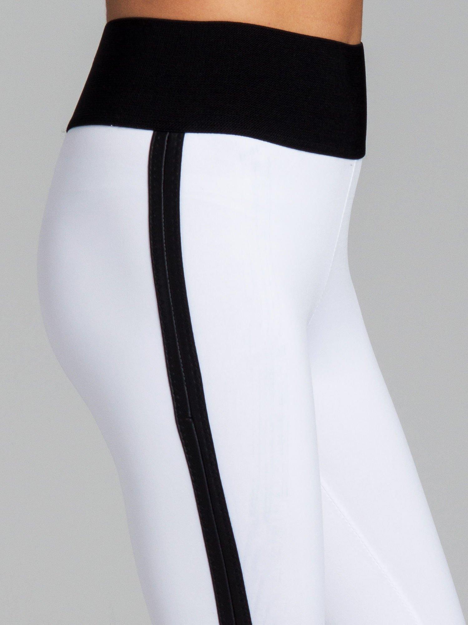 Białe legginsy ze skórzanymi lampasami po bokach                                  zdj.                                  6