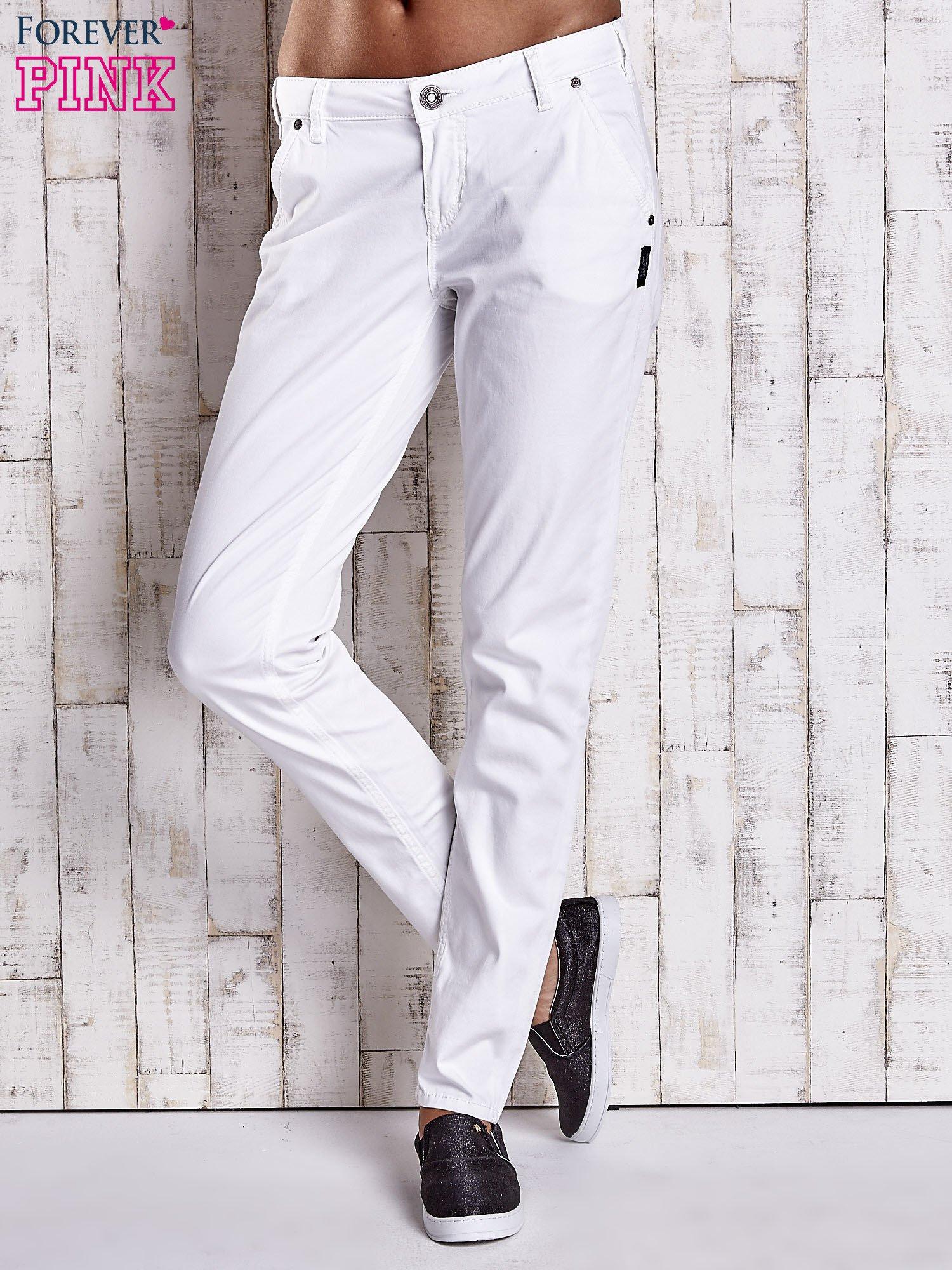 Białe proste spodnie z napami                                  zdj.                                  1