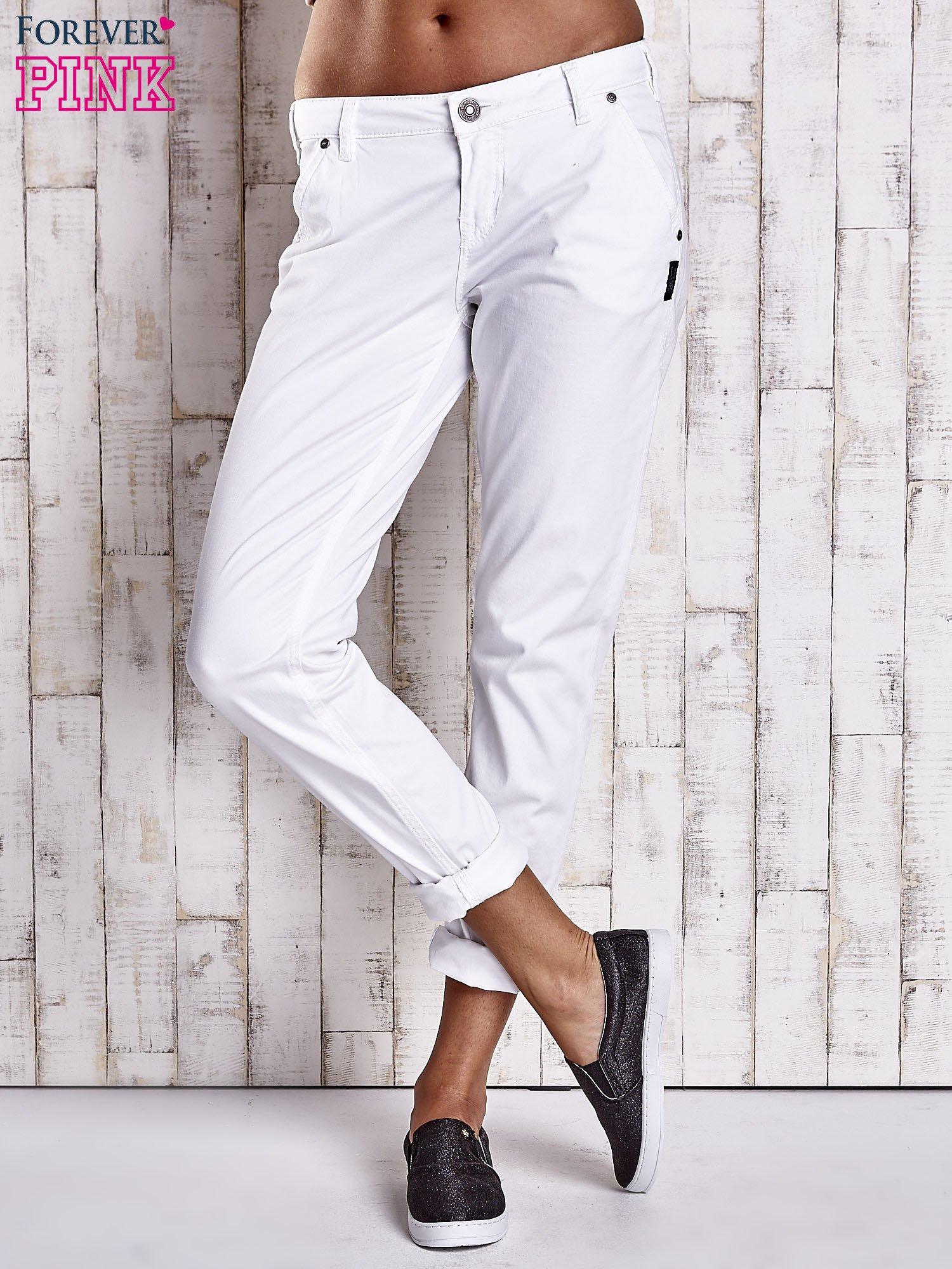 Białe proste spodnie z napami                                  zdj.                                  7