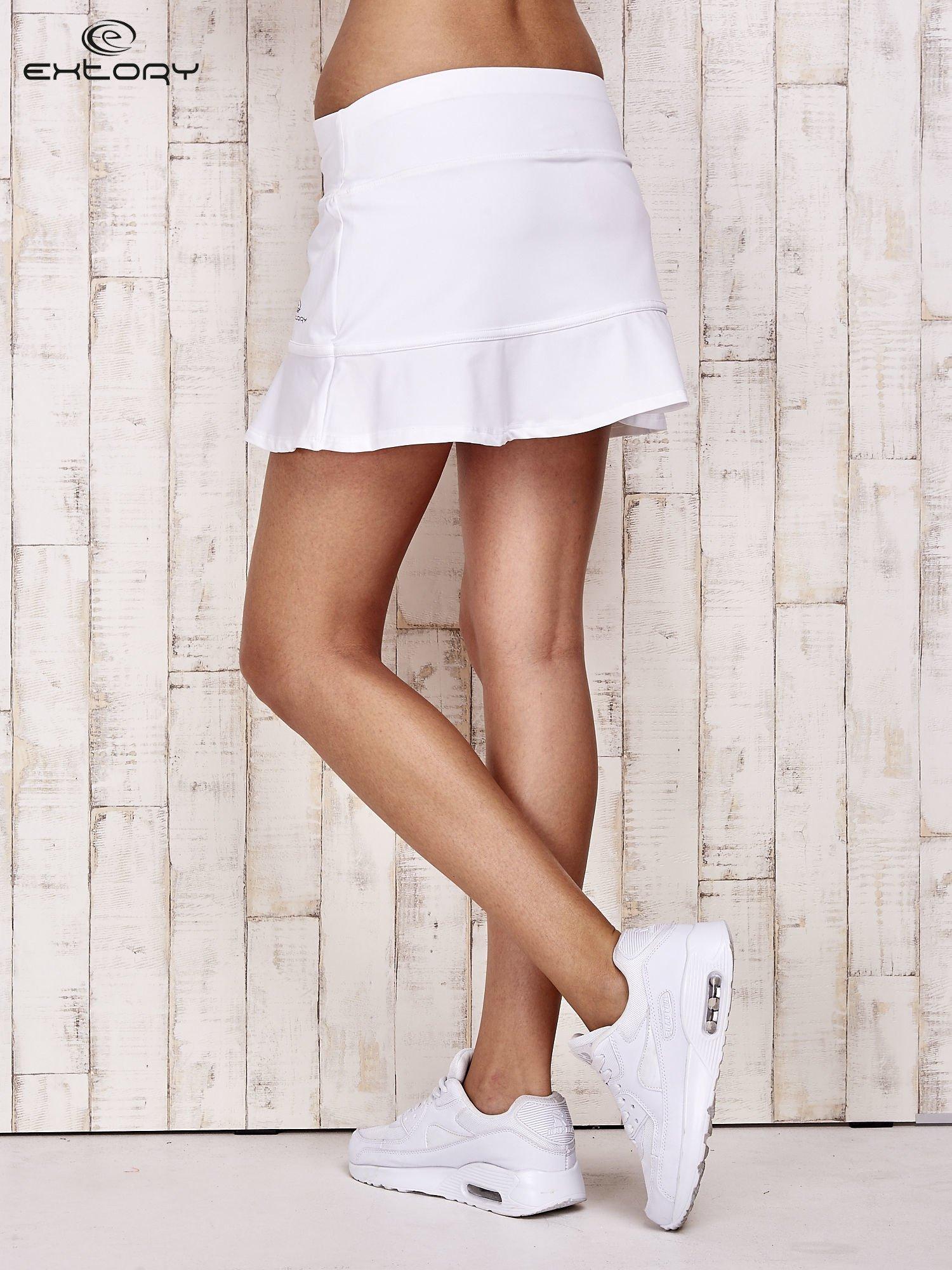 Białe spodenki spódniczka tenisowa z falbanką                                  zdj.                                  2
