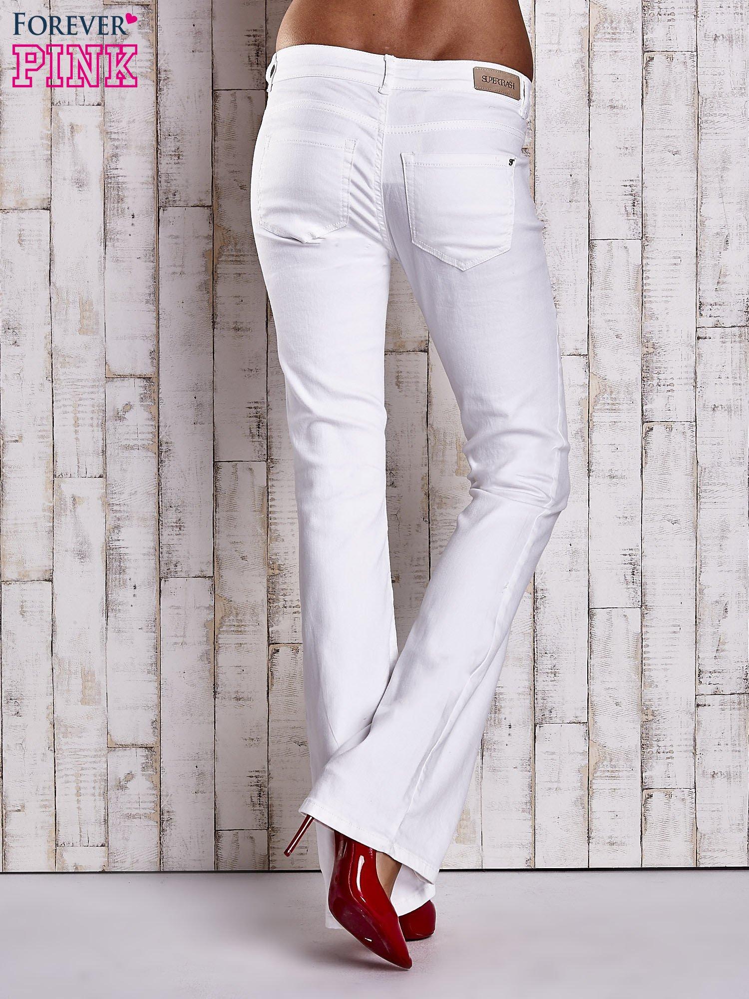 b16f0003a08ad Białe spodnie jeansowe flared - Spodnie jeansowe - sklep eButik.pl