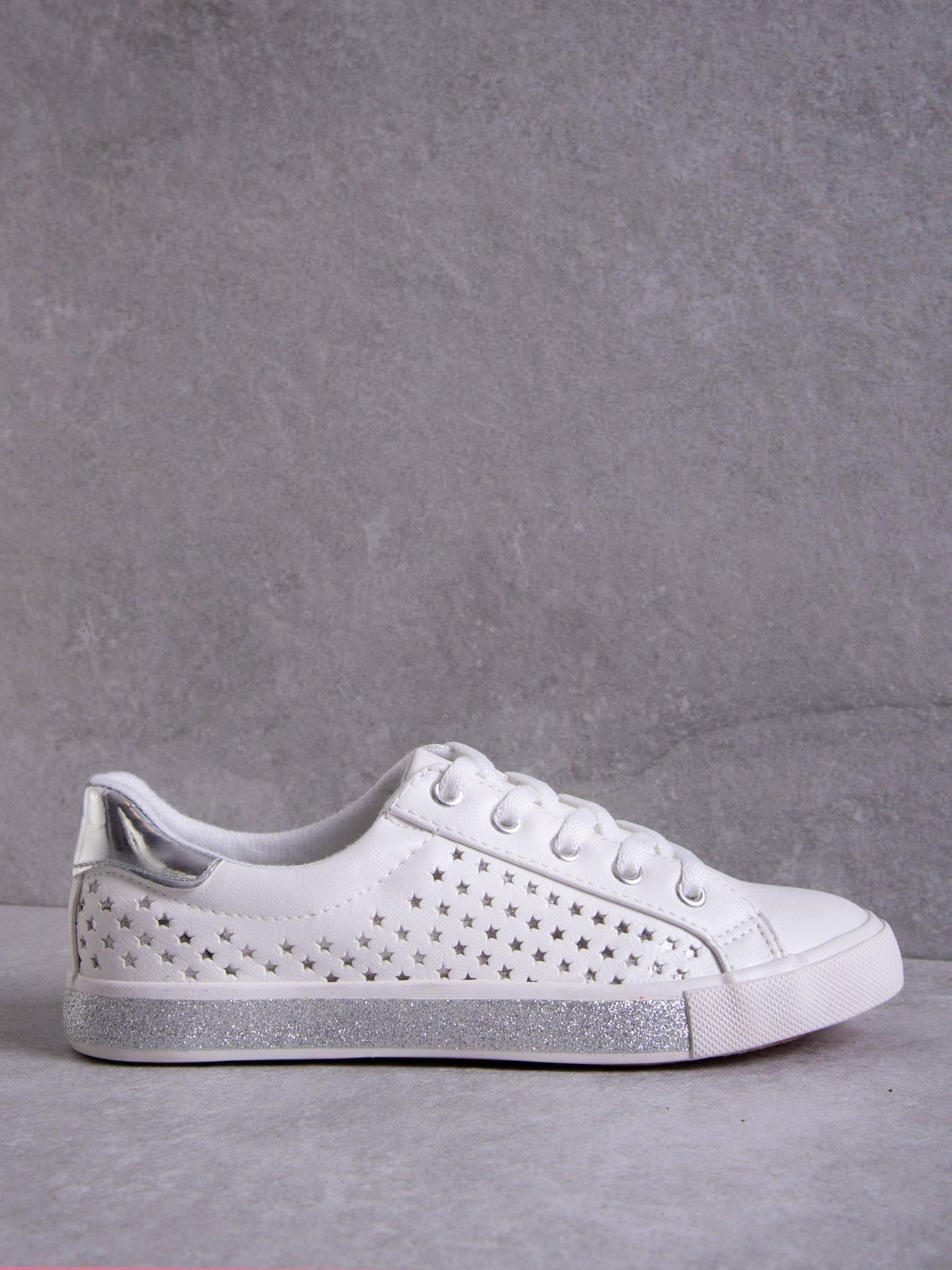 e94d6689a935a Białe tenisówki Kylie z mieniącymi się tłoczonymi gwiazdkami i brokatową  podeszwą ...