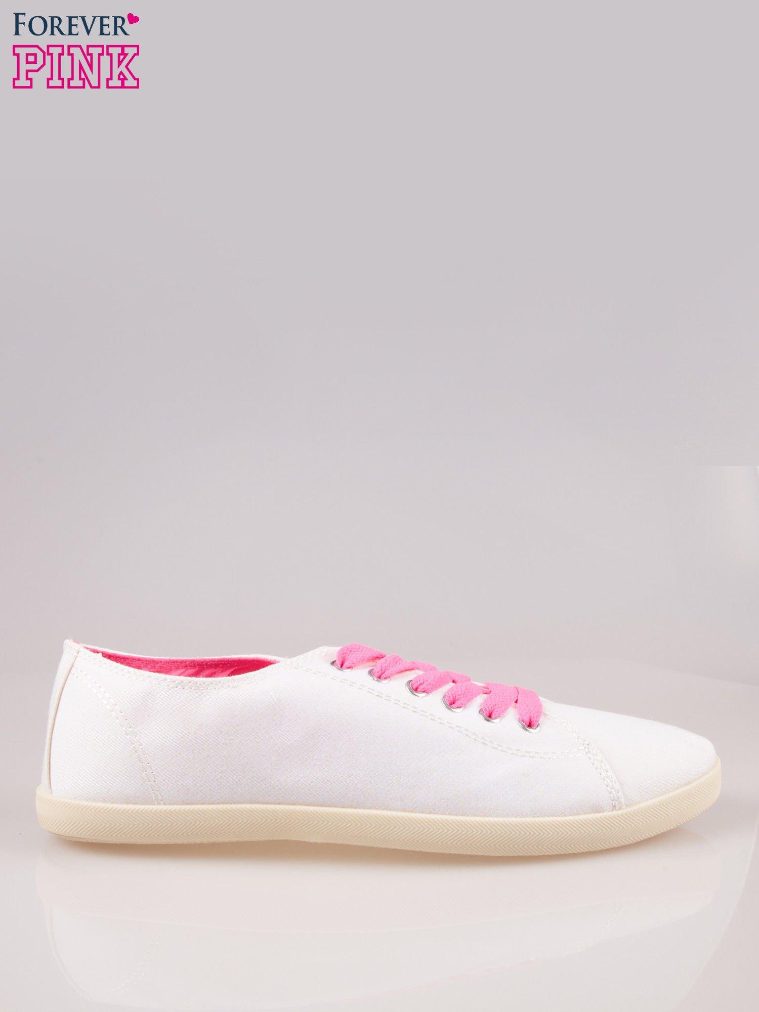 Białe tenisówki damskie z różowymi sznurówkami                                  zdj.                                  1