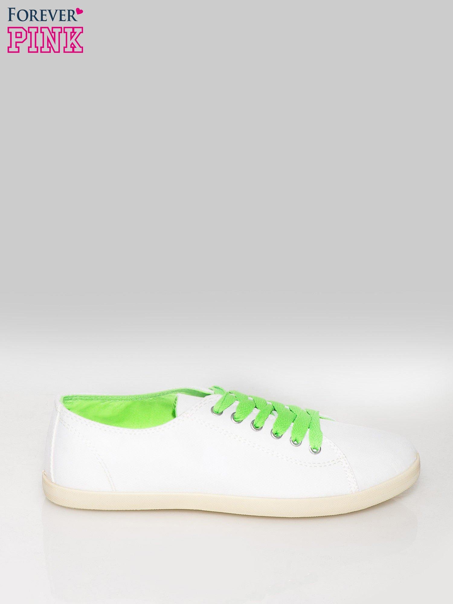 Białe tenisówki damskie z zielonymi sznurówkami + GRATIS BIAŁE SZNUROWADŁA                                  zdj.                                  1