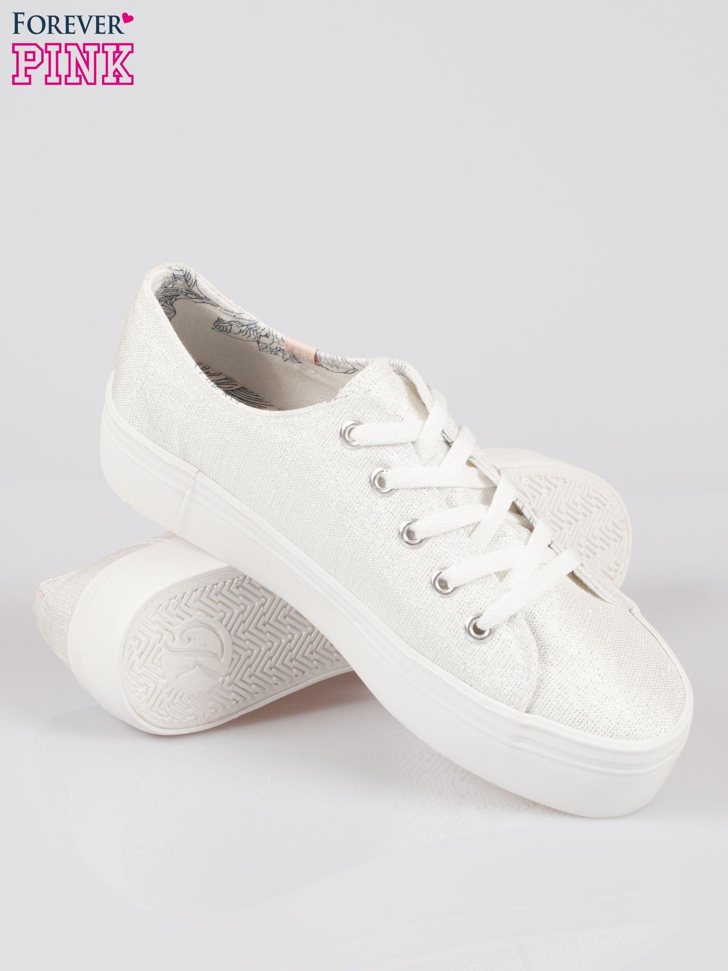Białe tenisówki na wysokiej podeszwie z efektem glitter                                  zdj.                                  4