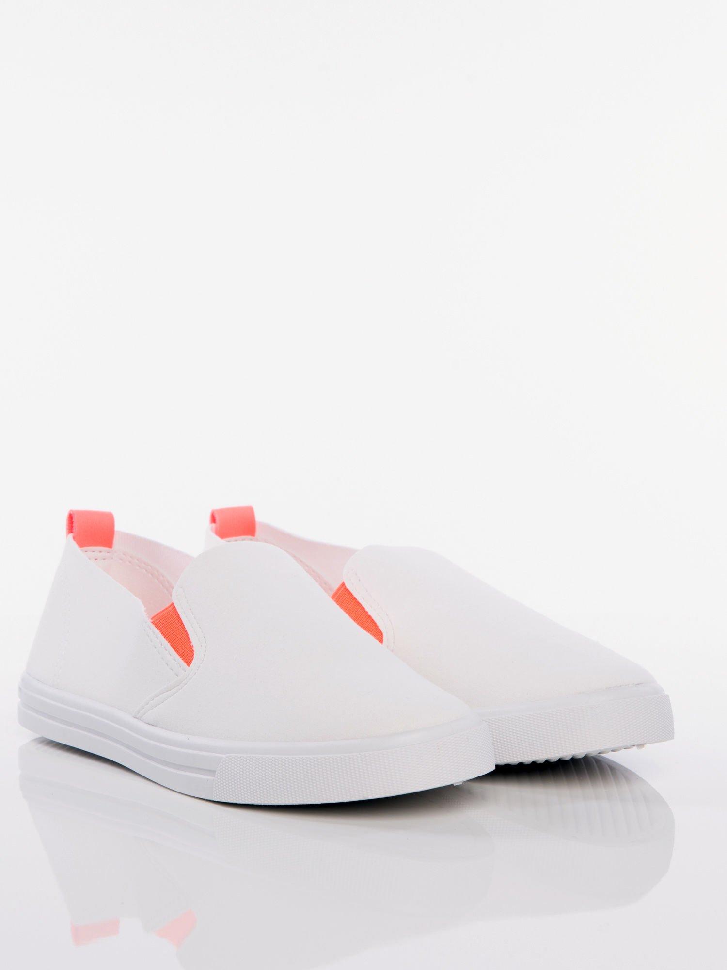 69580cccefef4 Białe wsuwane slip-ony z gumkami po bokach - Buty Trampki - sklep ...
