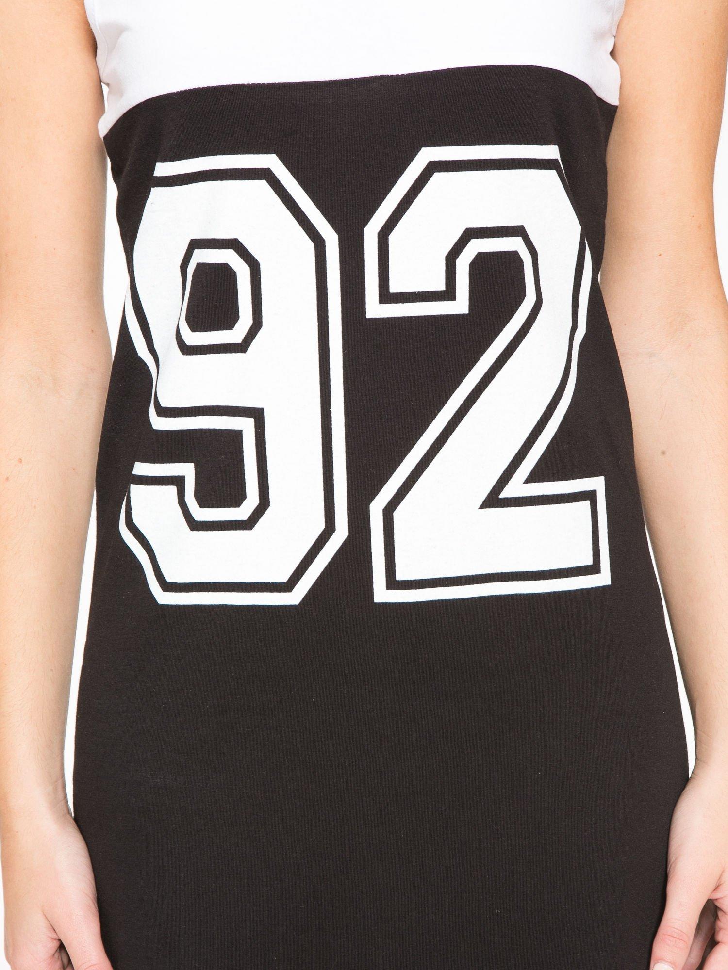 Biało-czarna sukienka maxi z numerem 92 w stylu baseball dress                                  zdj.                                  7