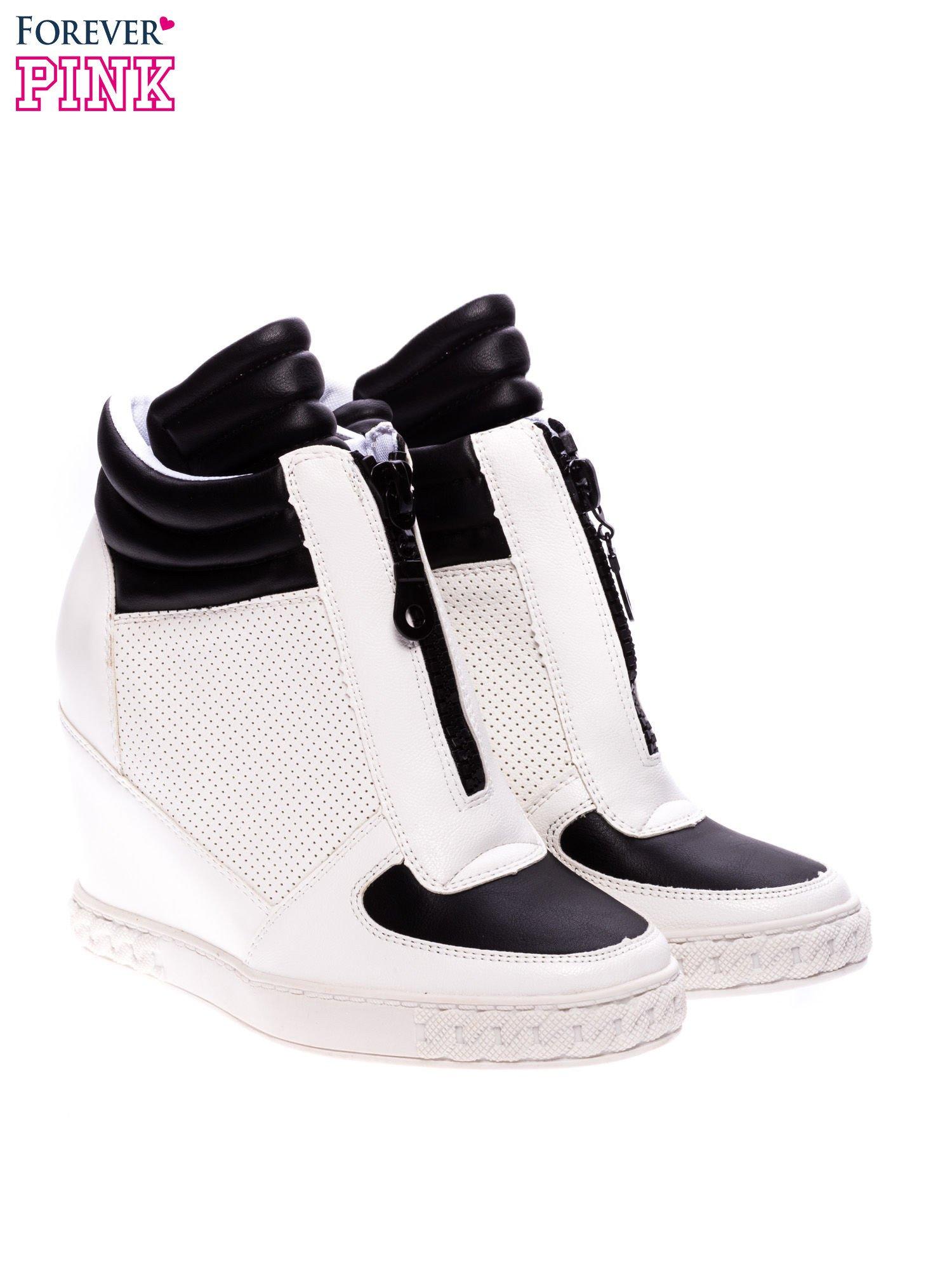 Biało-czarne sneakersy z ażurowym wzorem                                  zdj.                                  2